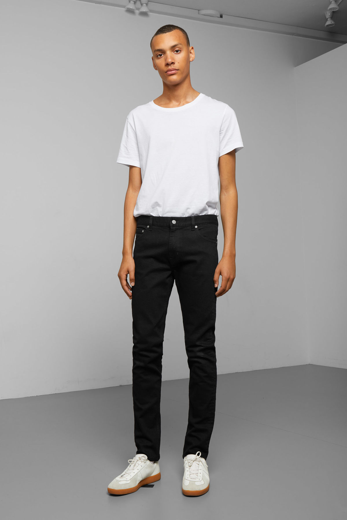 Model front image of Weekday friday black jeans in black