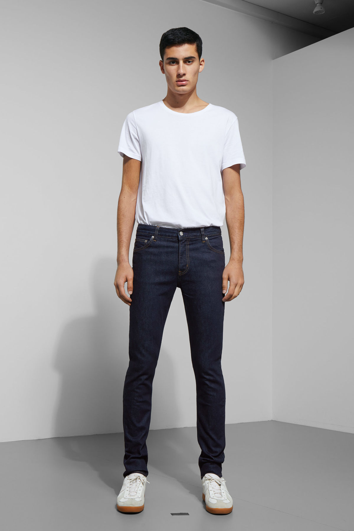 Model front image of Weekday friday dark rinse jeans in blue