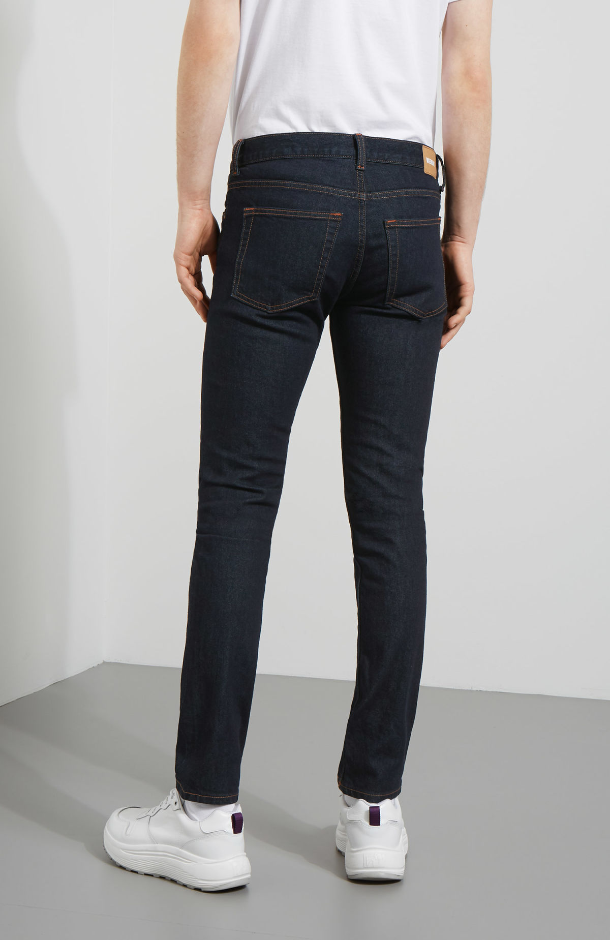 Model back image of Weekday friday dark rinse jeans in blue