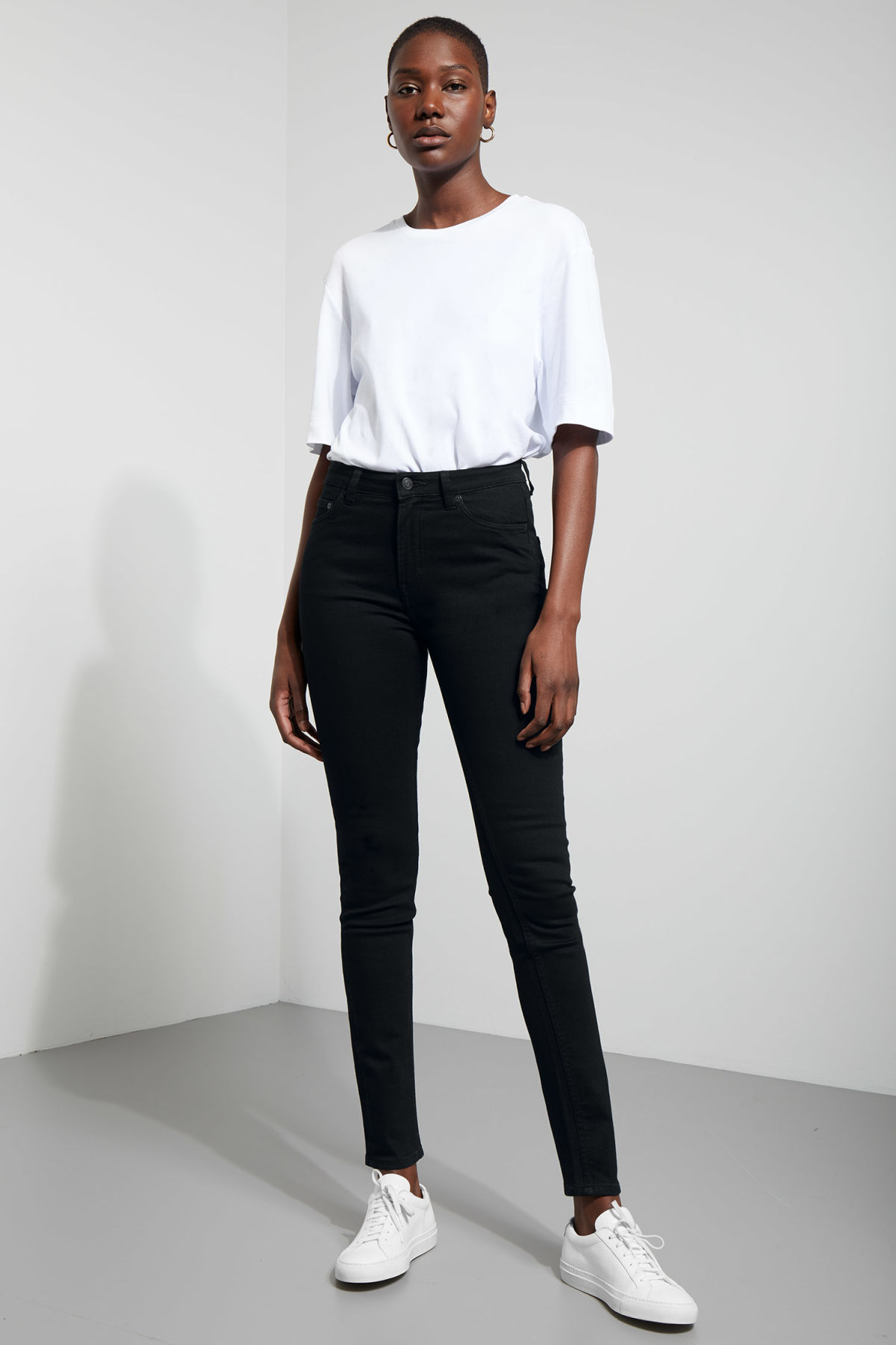 Model front image of Weekday thursday black jeans in black