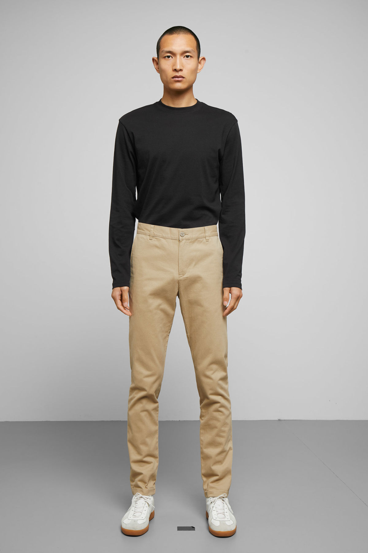 Model front image of Weekday wood chinos in beige