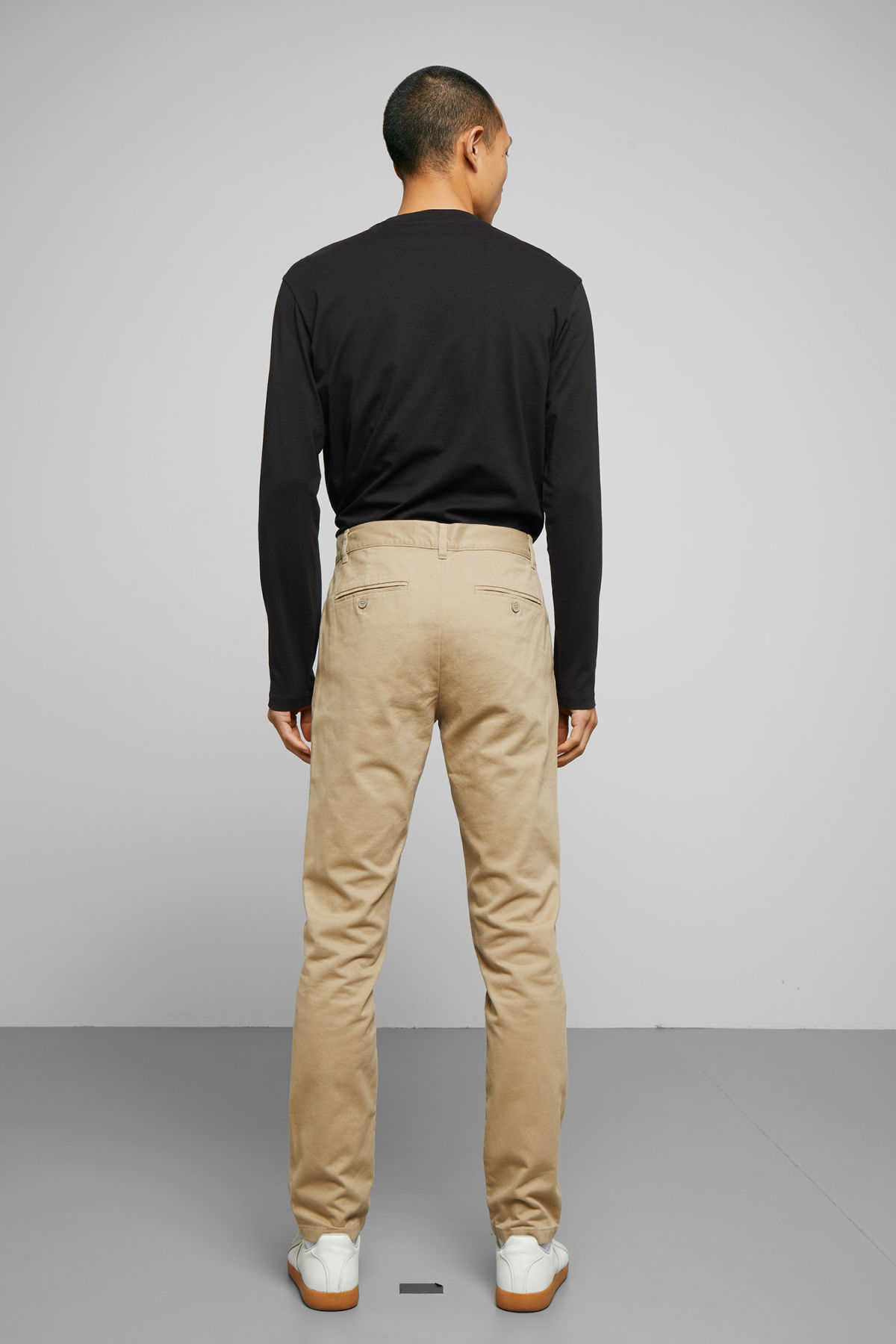 Model back image of Weekday wood chinos in beige
