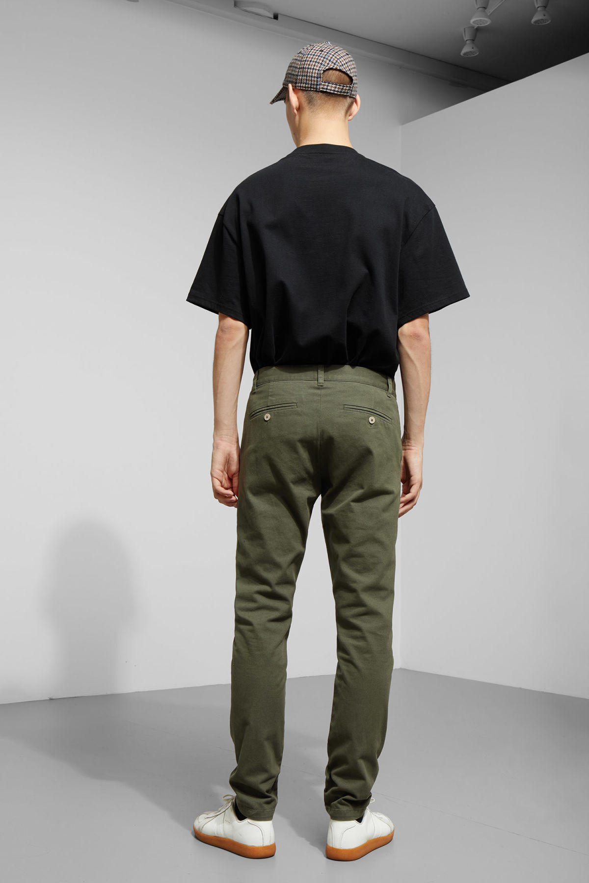 Model back image of Weekday wood chinos in green