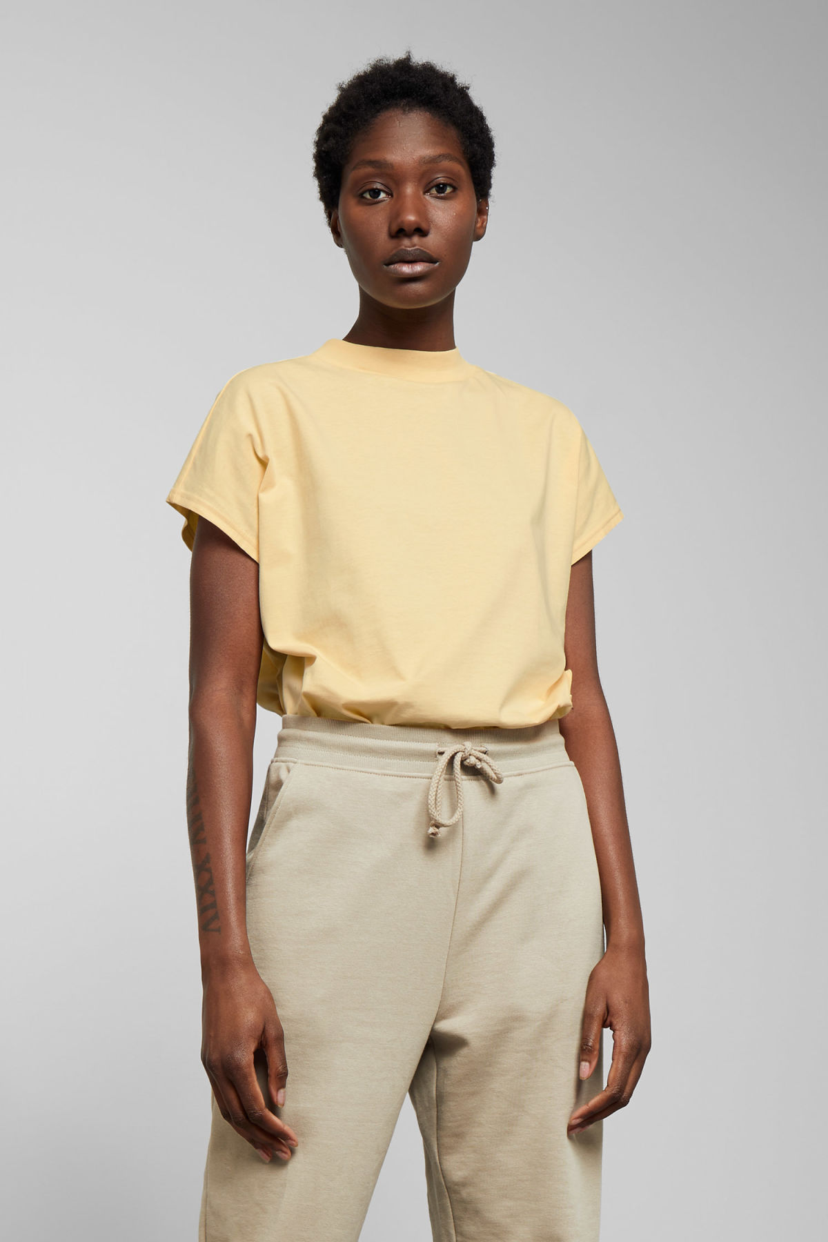 Model front image of Weekday prime t-shirt in yellow