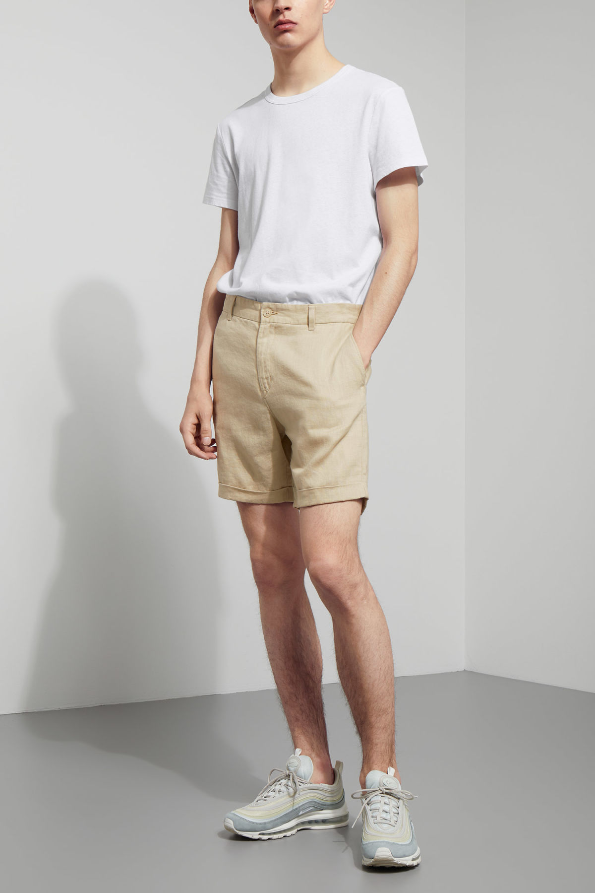 Model front image of Weekday mash shorts in beige