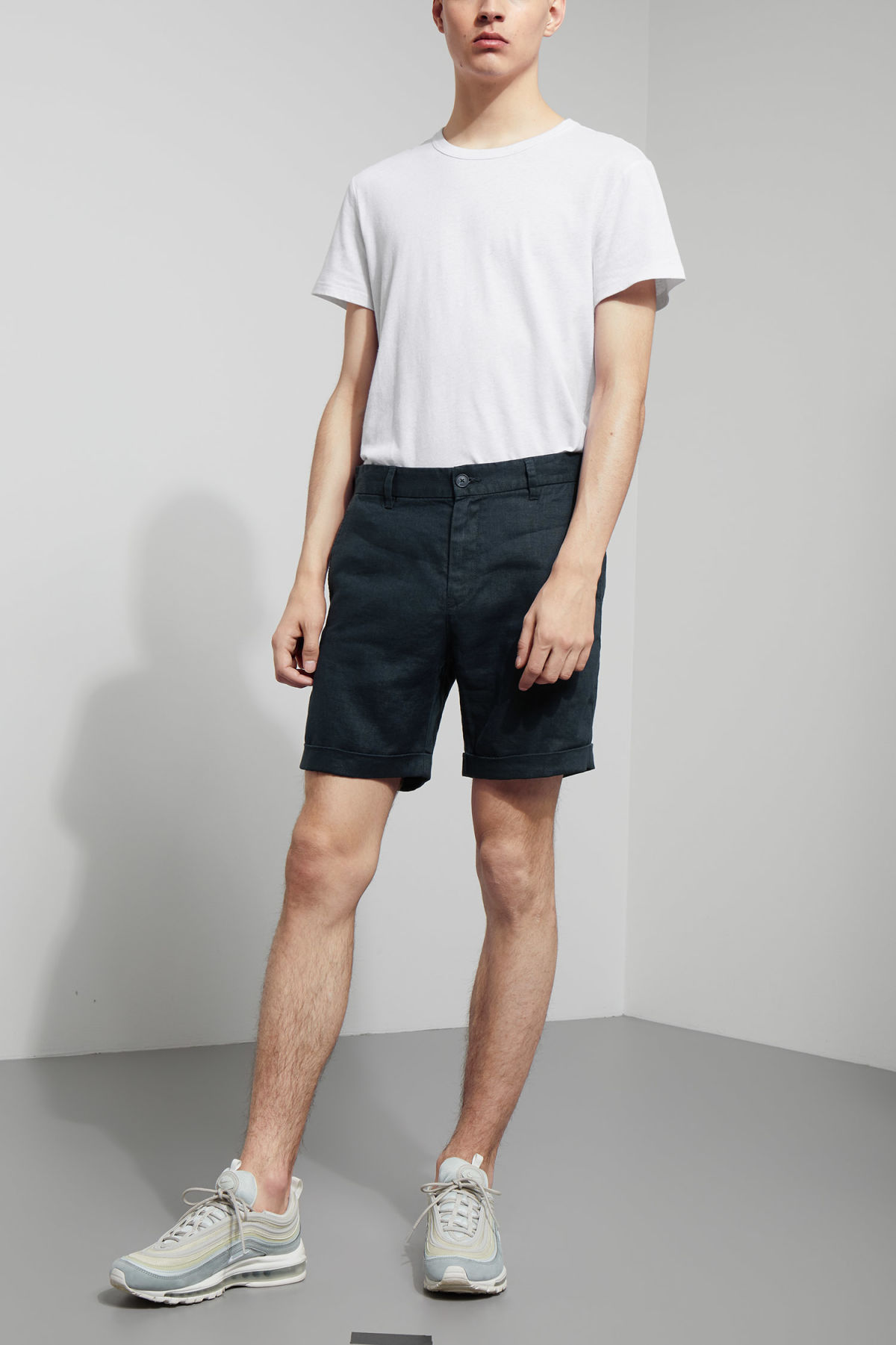 Model front image of Weekday mash shorts in blue