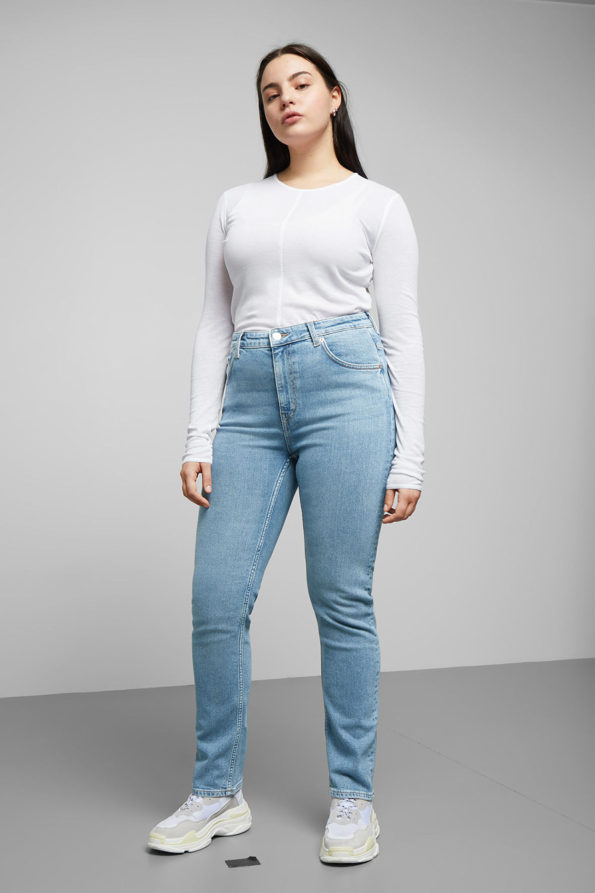 Model front image of Weekday way swish blue jeans in blue