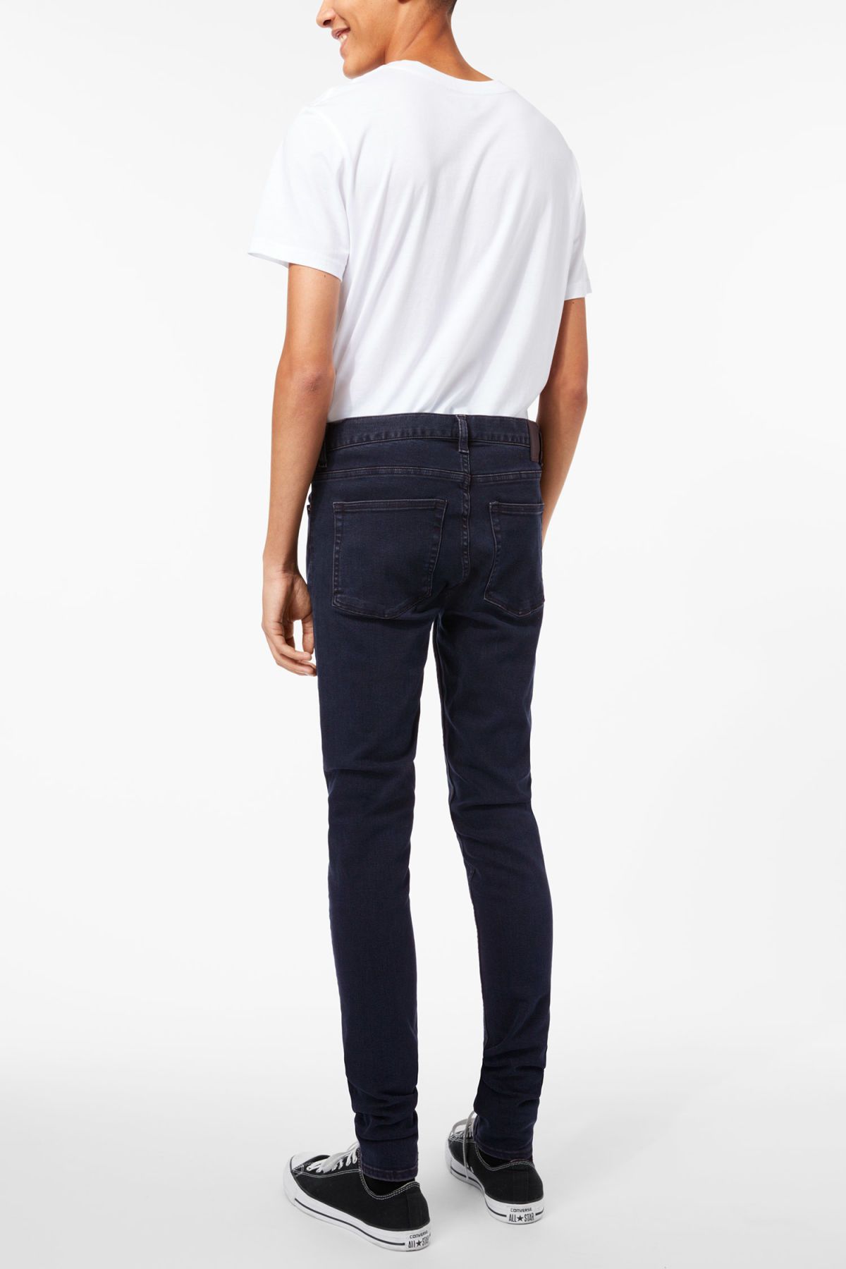 Model back image of Weekday form od-11 jeans in blue