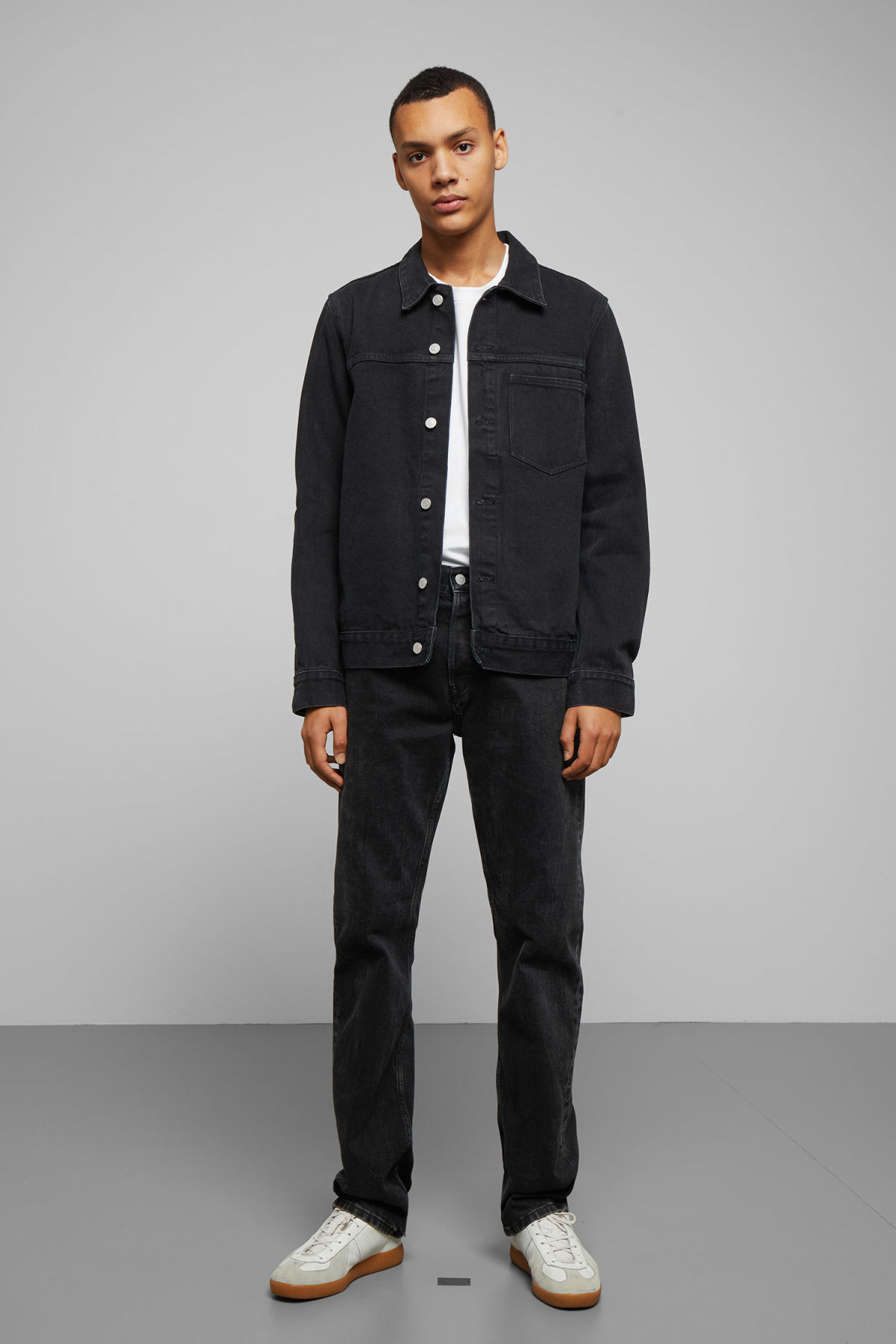 Model front image of Weekday core denim jacket  in black