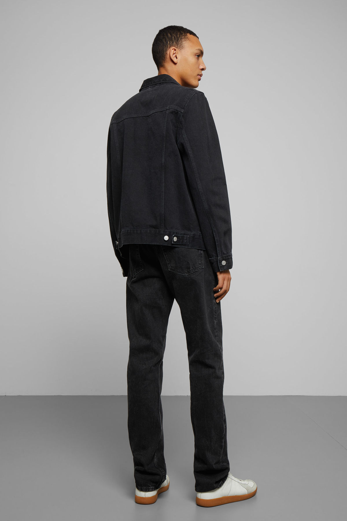 Model back image of Weekday core denim jacket  in black