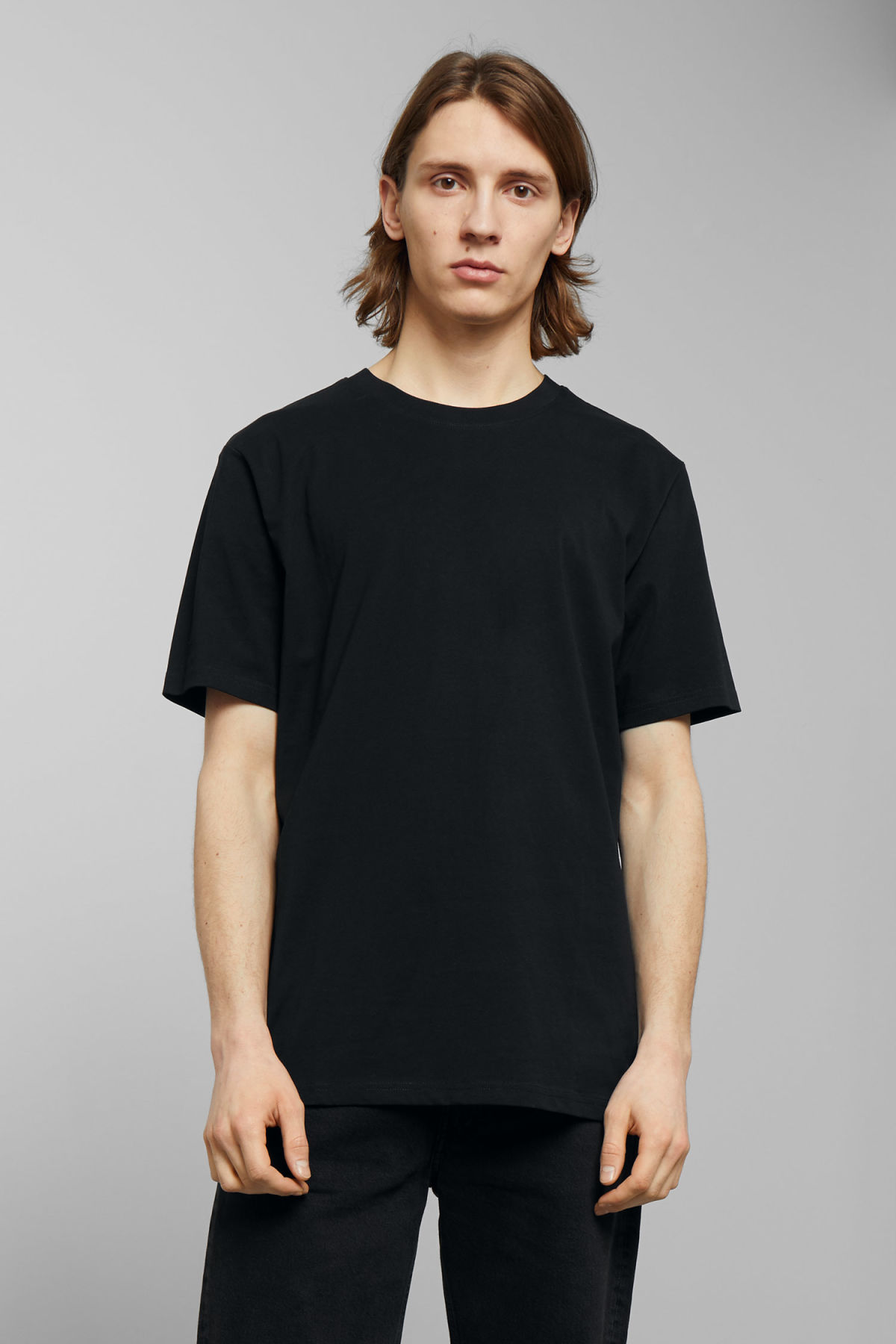 Model front image of Weekday frank t-shirt in black