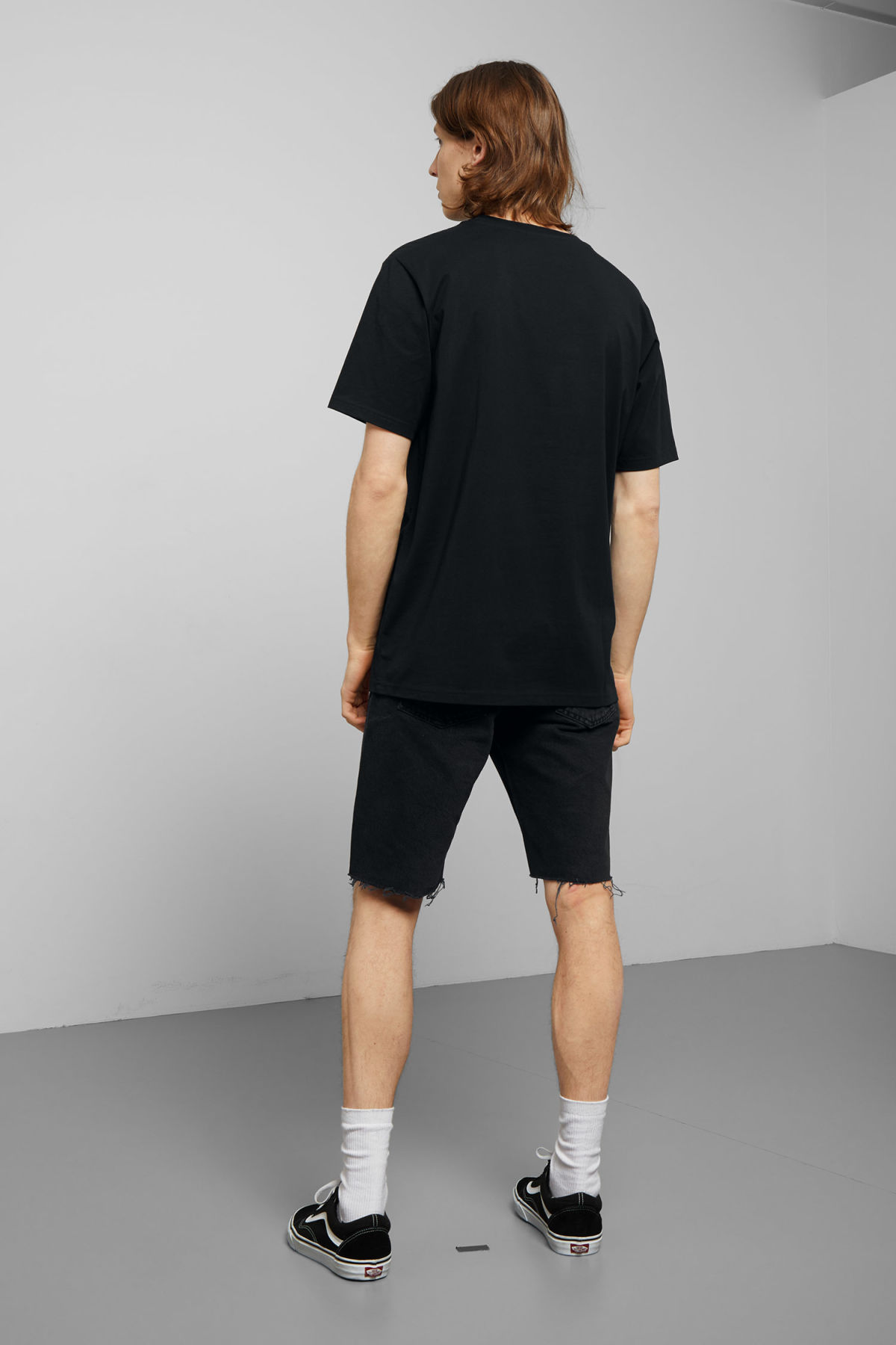 Model back image of Weekday frank t-shirt in black