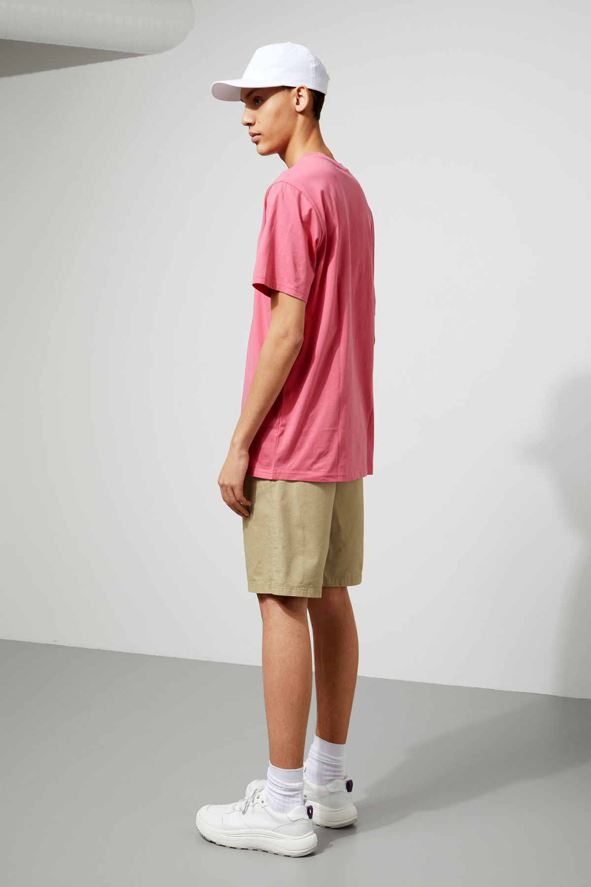 Model back image of Weekday frank t-shirt in pink