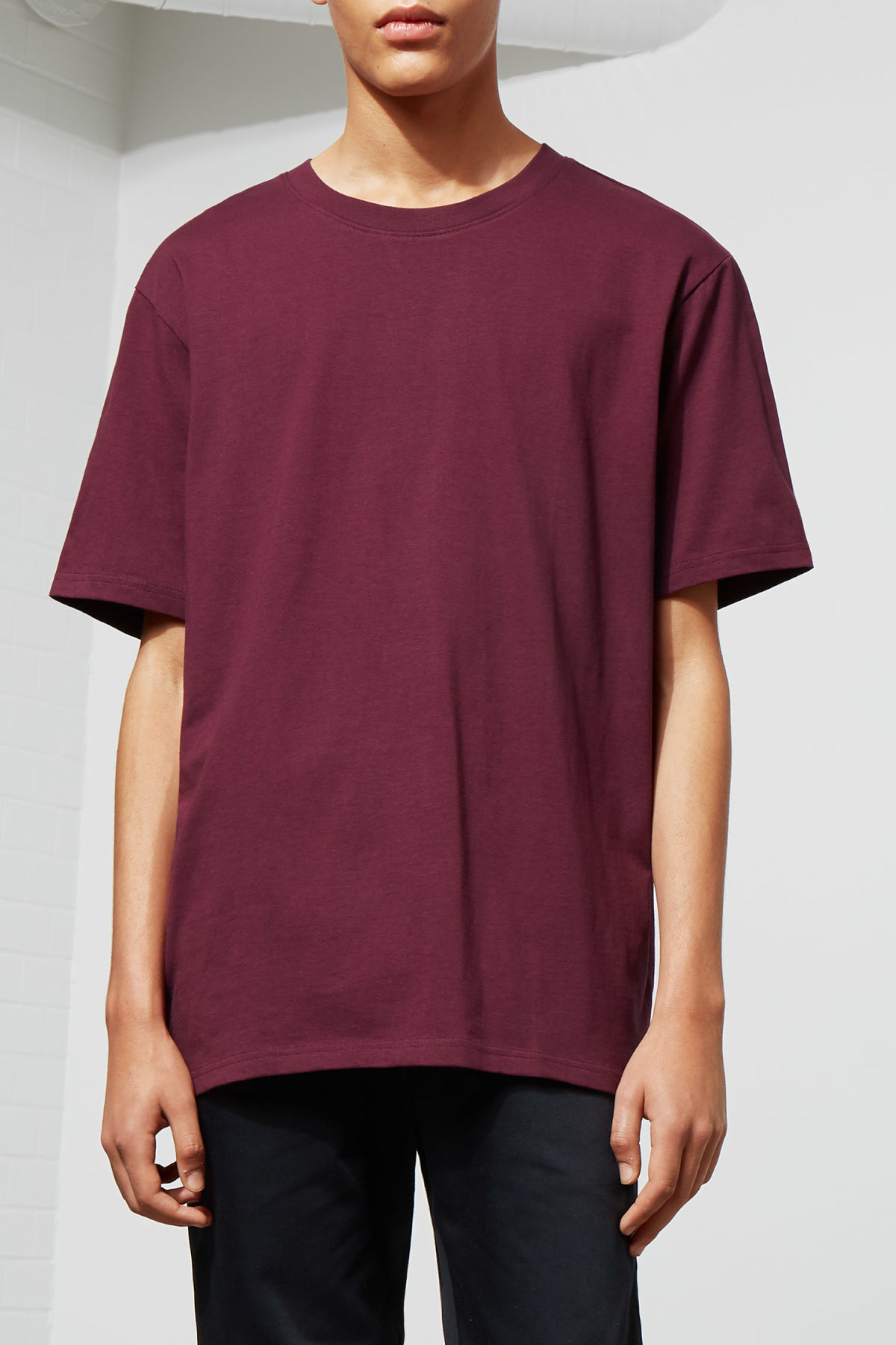 Model front image of Weekday frank t-shirt in red