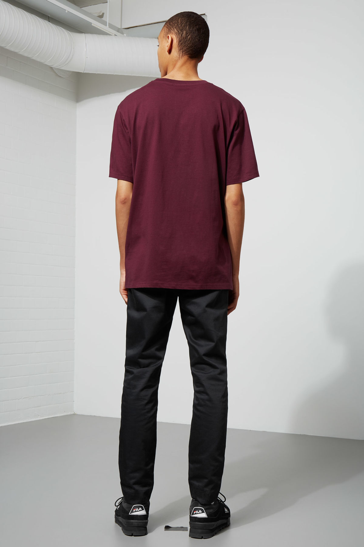 Model back image of Weekday frank t-shirt in red