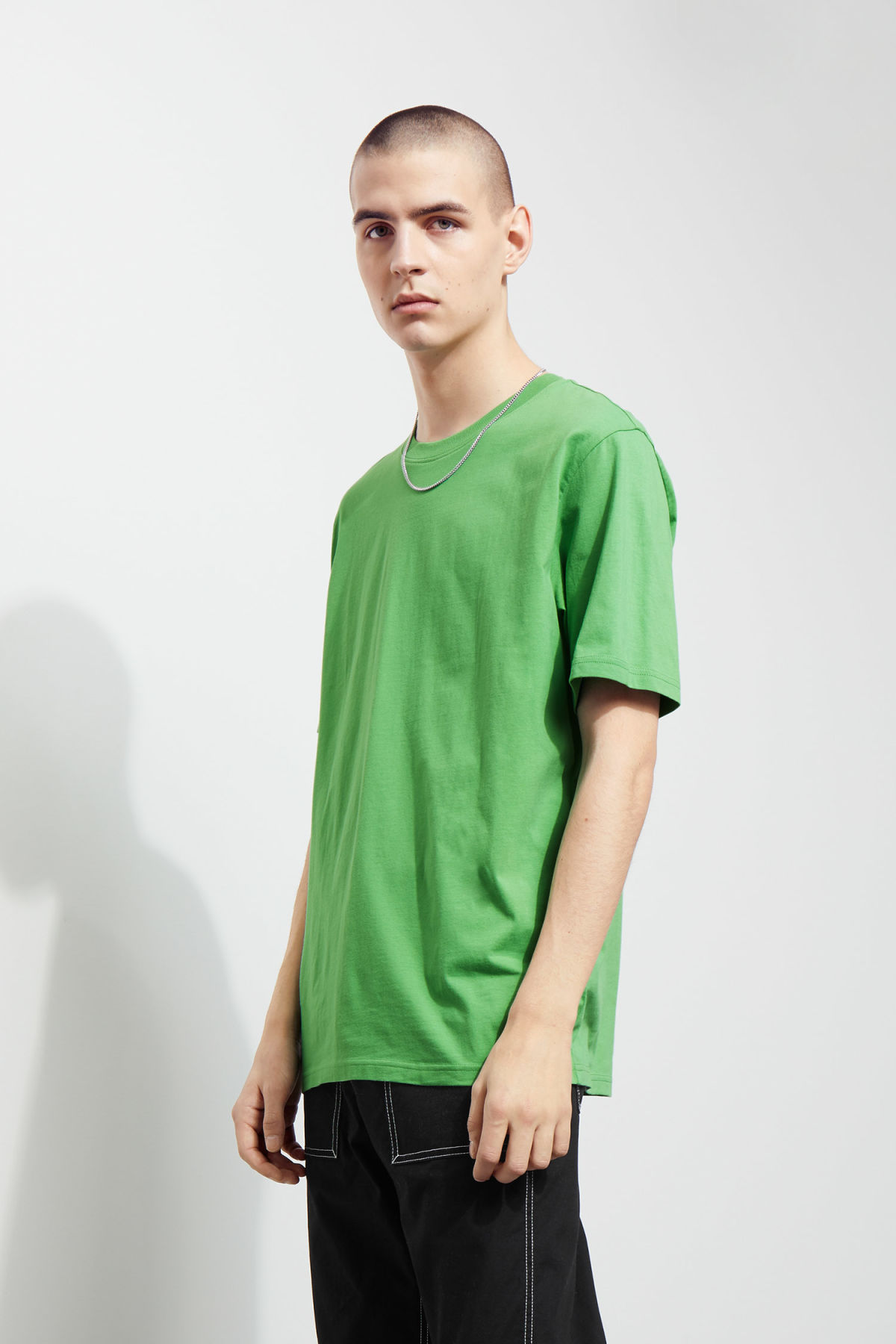 Model front image of Weekday frank t-shirt in green