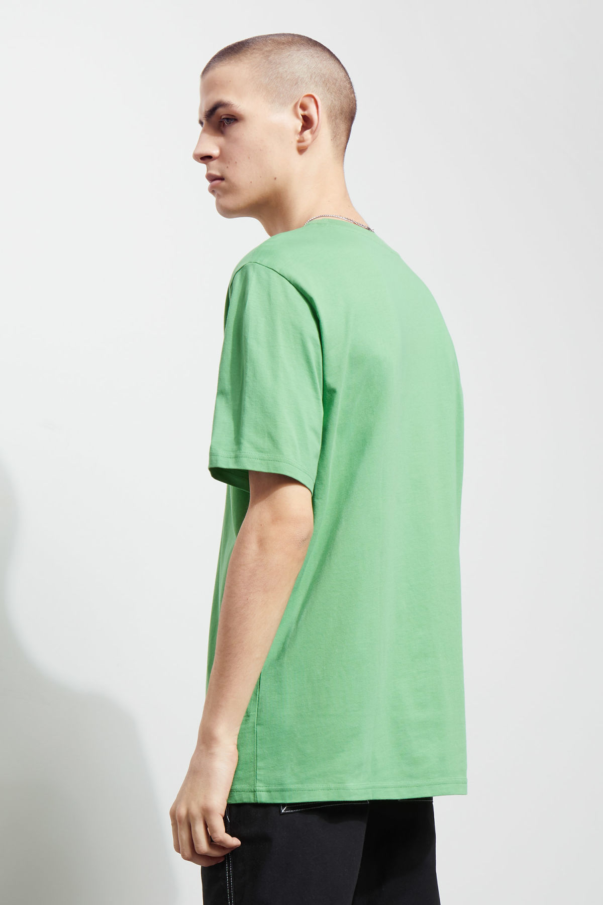 Model back image of Weekday frank t-shirt in green