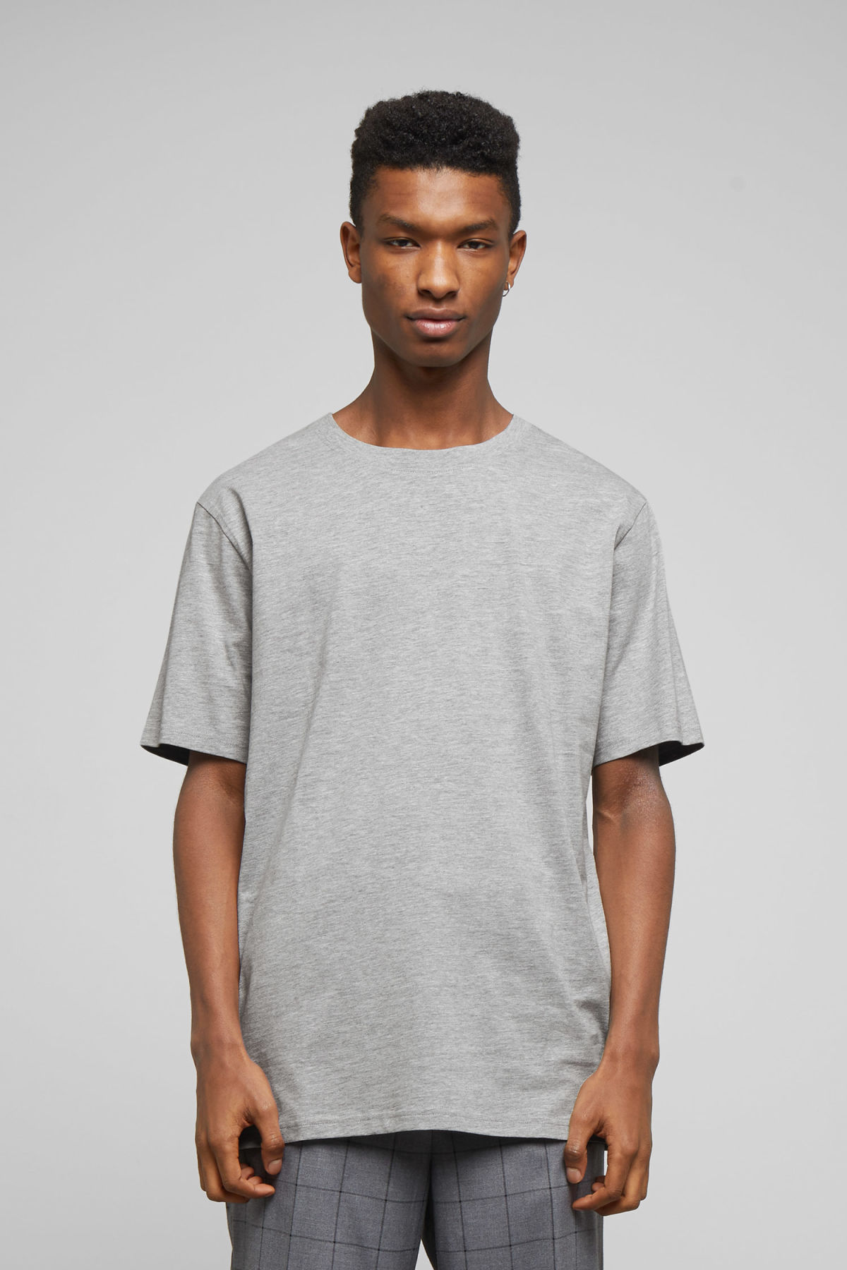 Model front image of Weekday frank t-shirt in grey