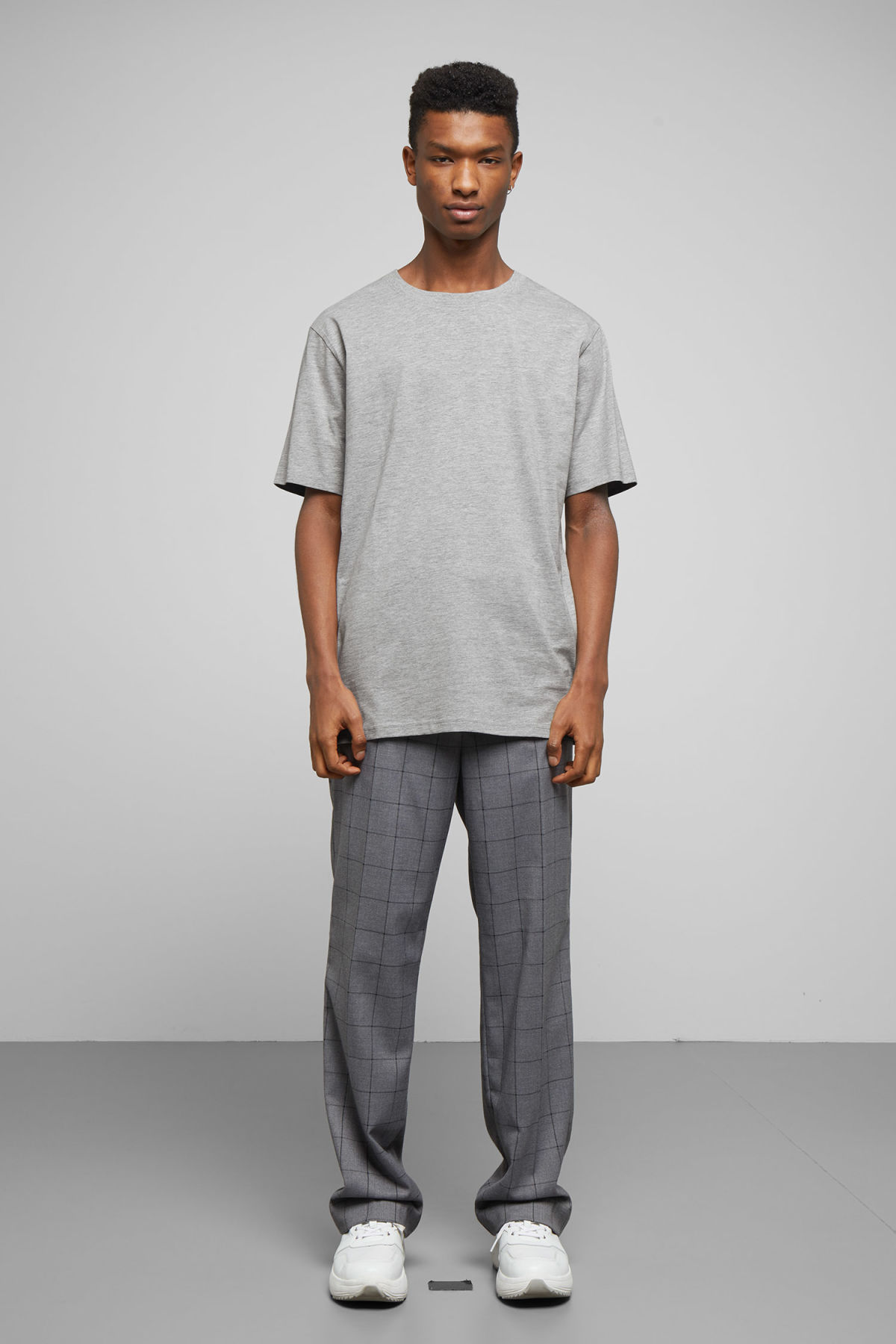 Model back image of Weekday frank t-shirt in grey