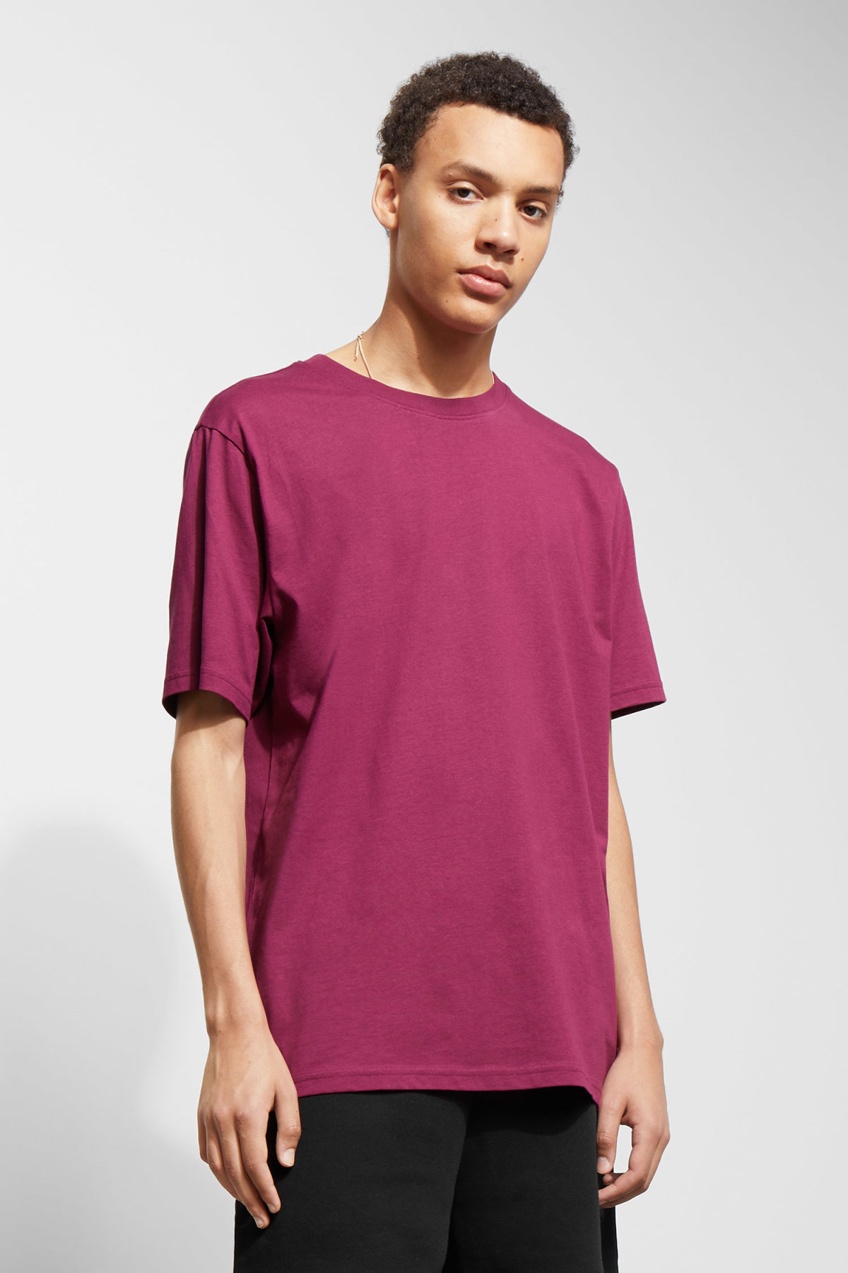 Model front image of Weekday frank t-shirt in pink