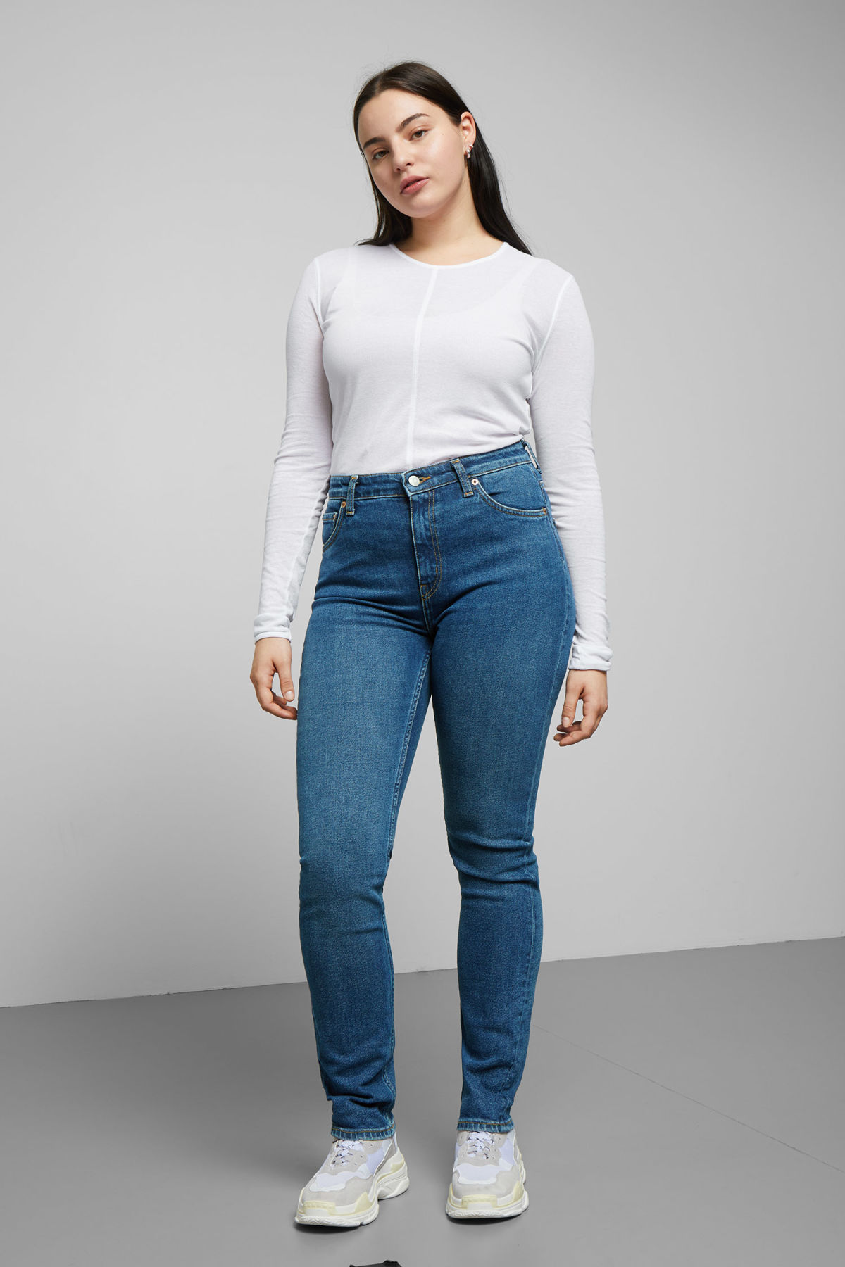 Model front image of Weekday way peralta blue jeans in blue