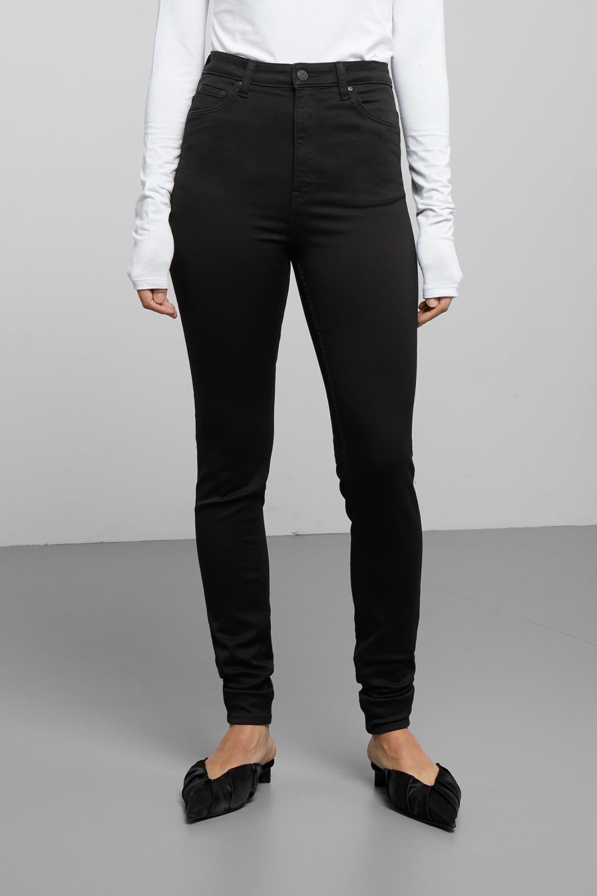Model side image of Weekday body high satin black jeans in black