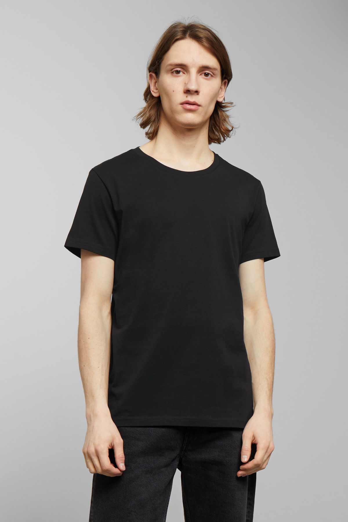Model front image of Weekday alex t-shirt in black