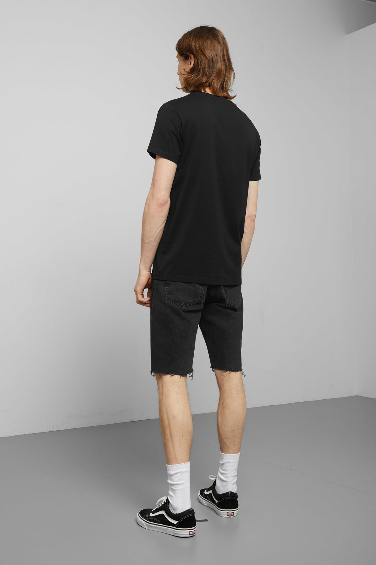 Model back image of Weekday alex t-shirt in black