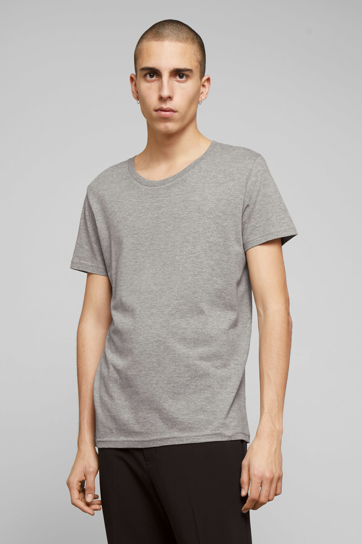 Model front image of Weekday alex t-shirt in grey