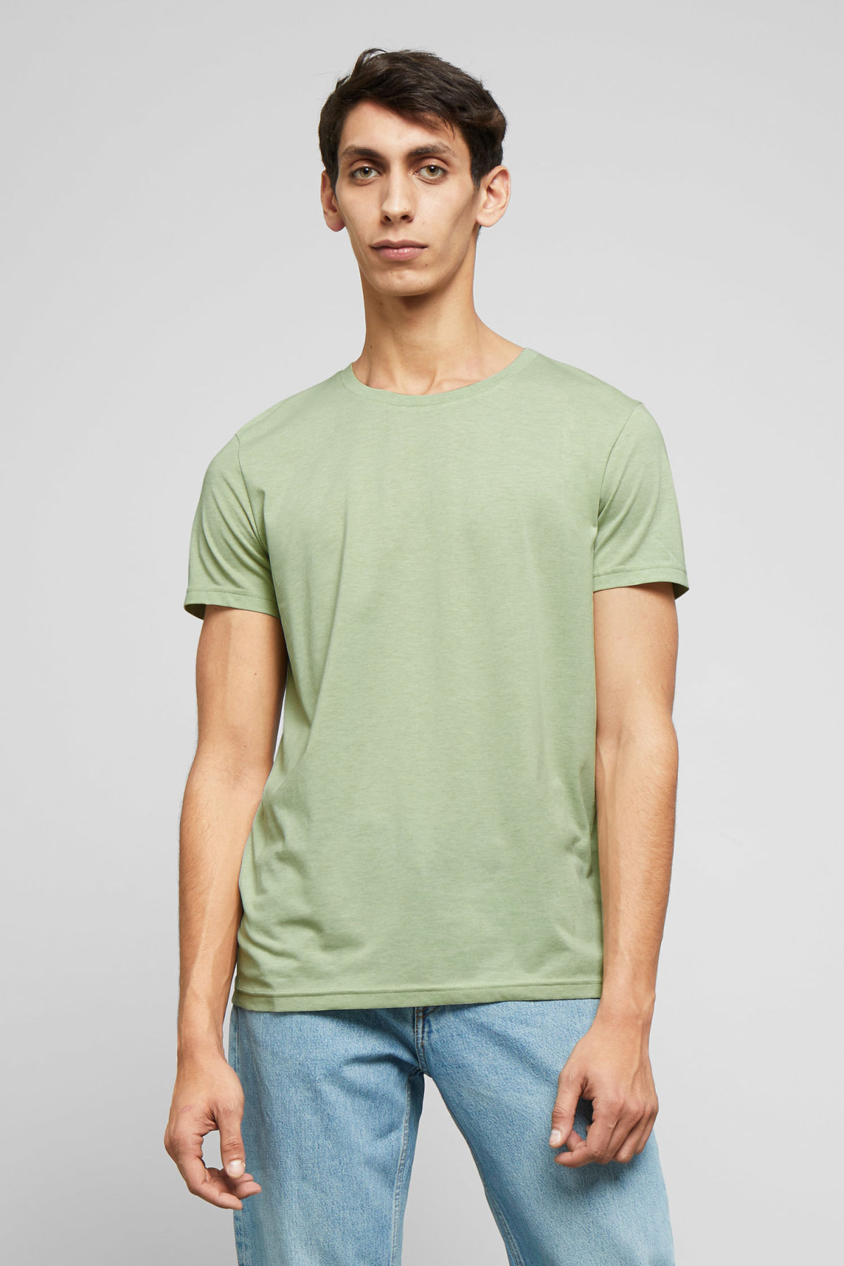 Model front image of Weekday alex t-shirt in green
