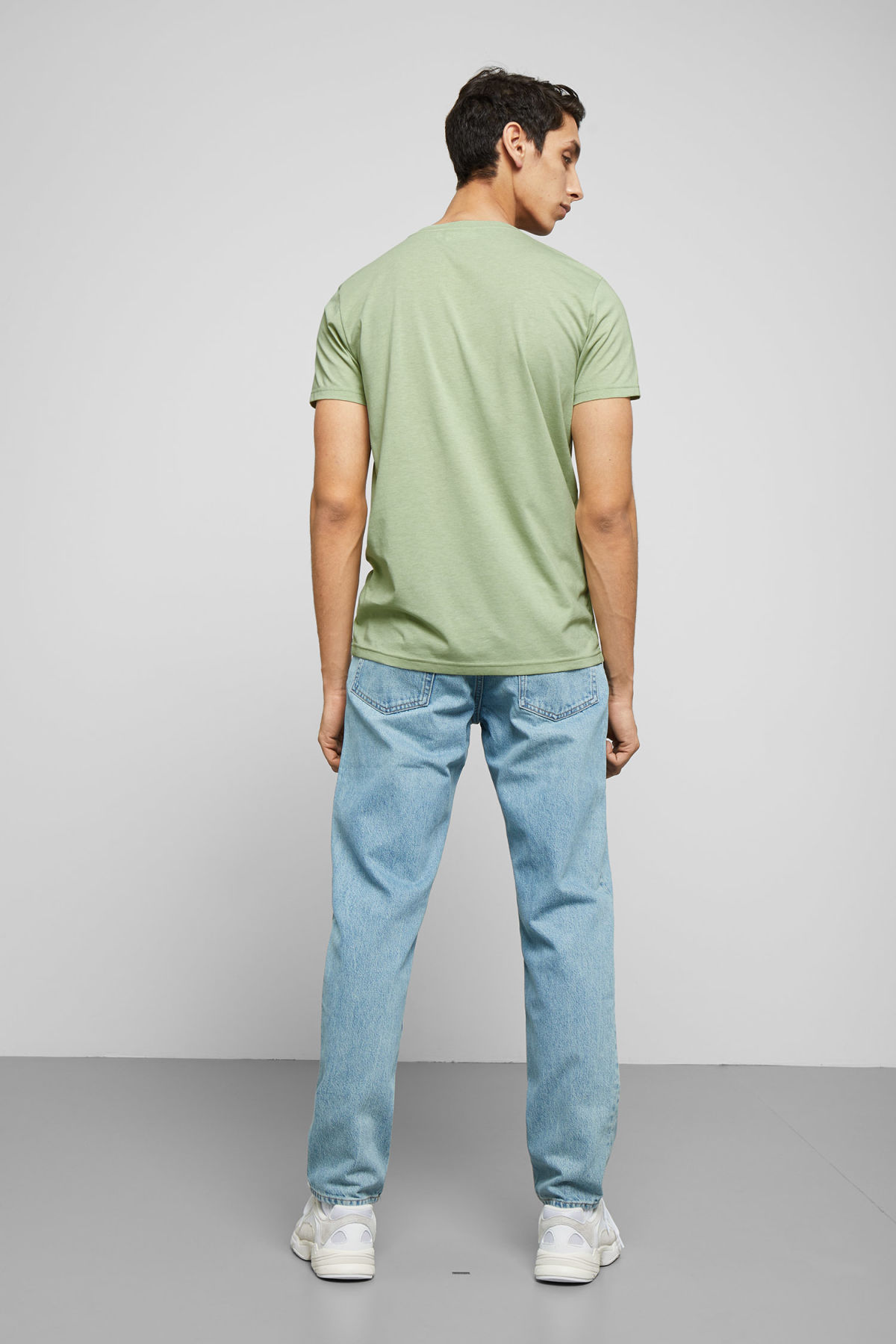Model back image of Weekday alex t-shirt in green