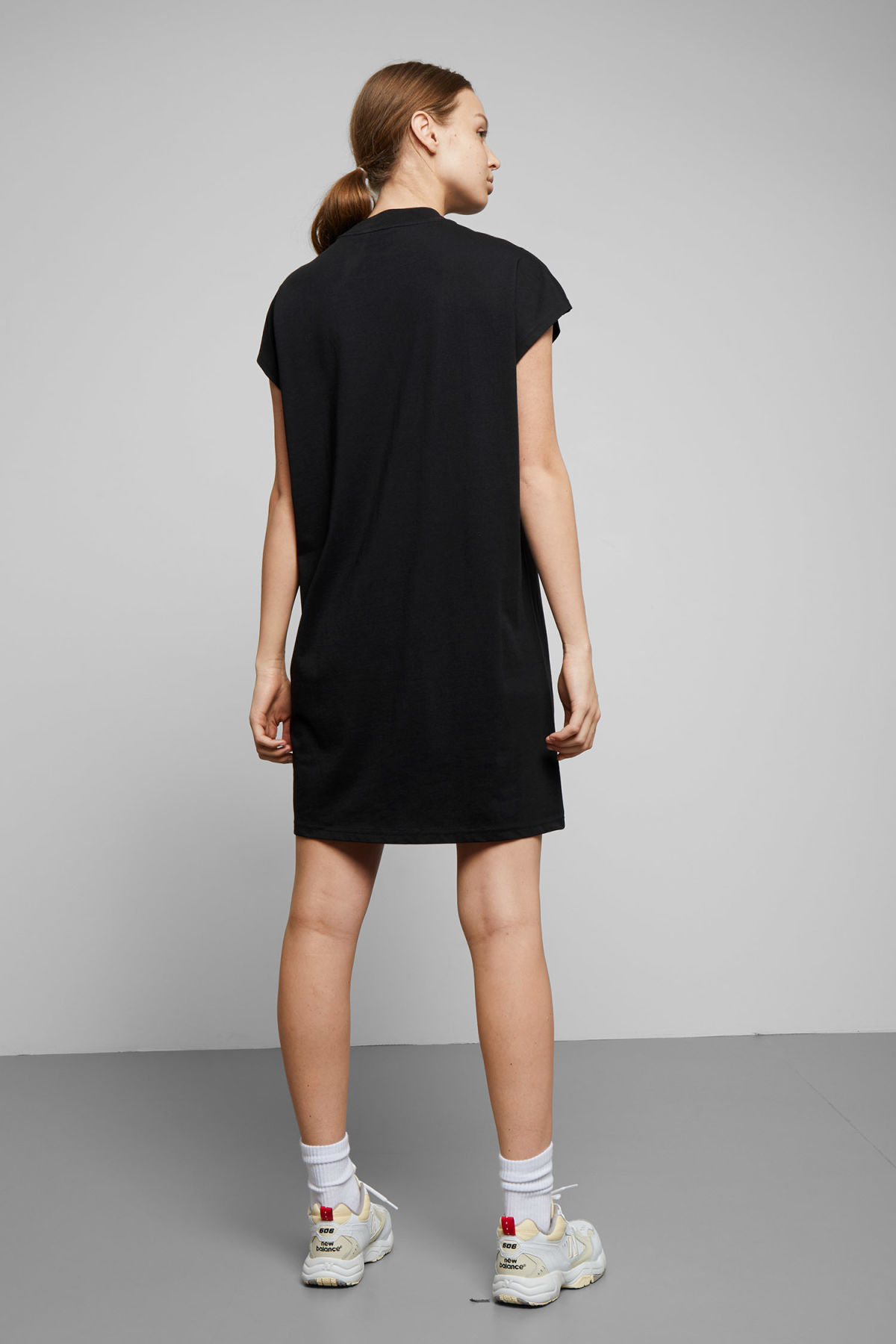 Model back image of Weekday prime dress in black