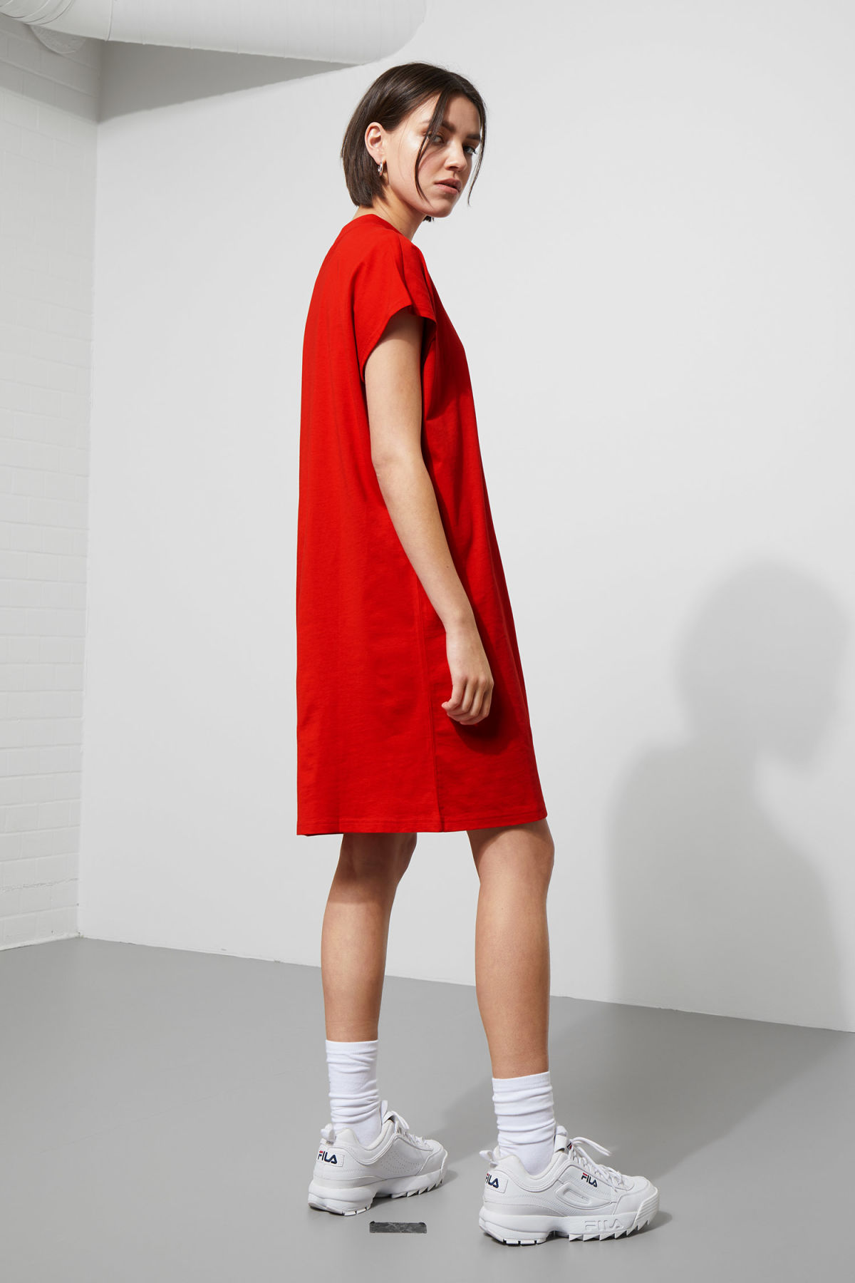 Model back image of Weekday prime dress in red