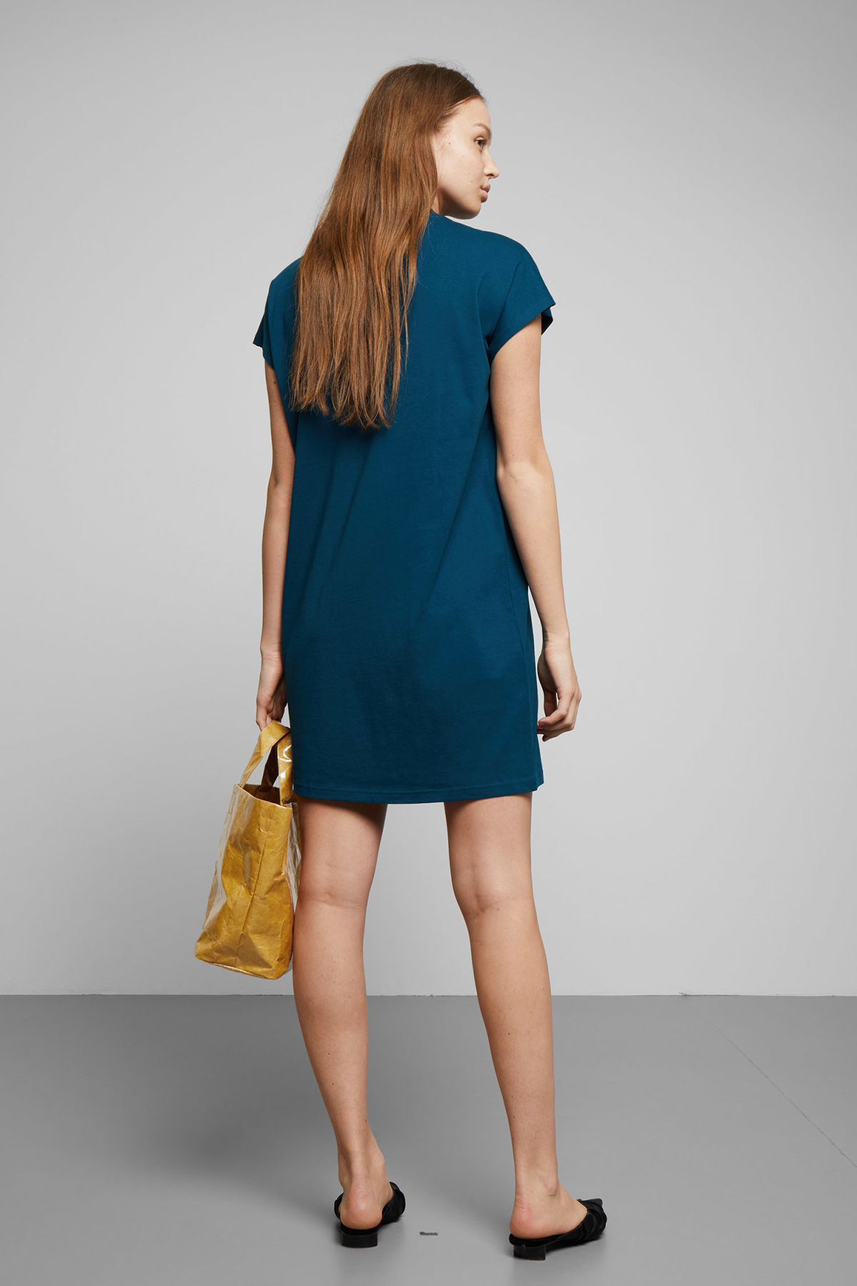 Model back image of Weekday prime dress in blue