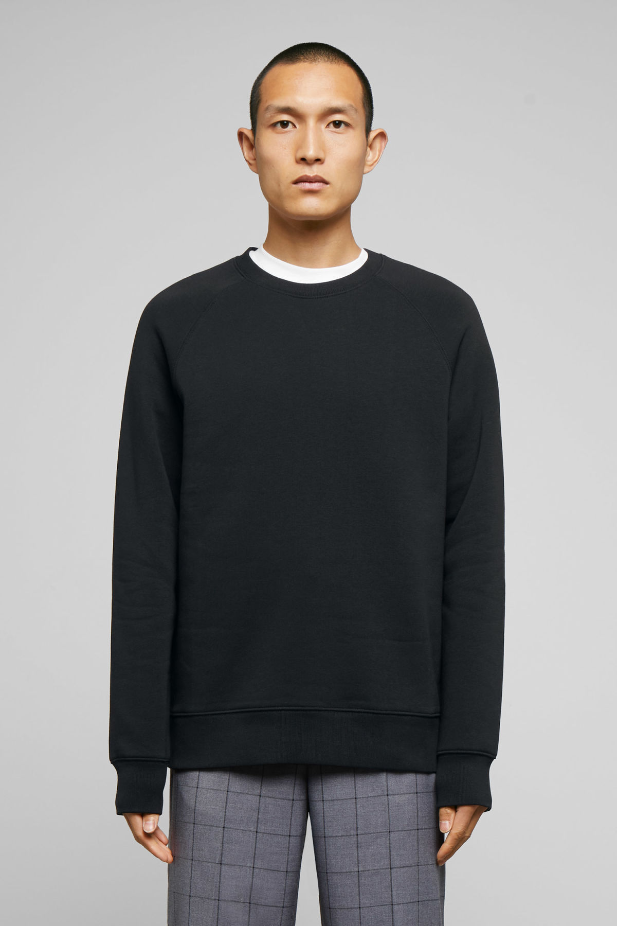 Model front image of Weekday paris sweatshirt in black