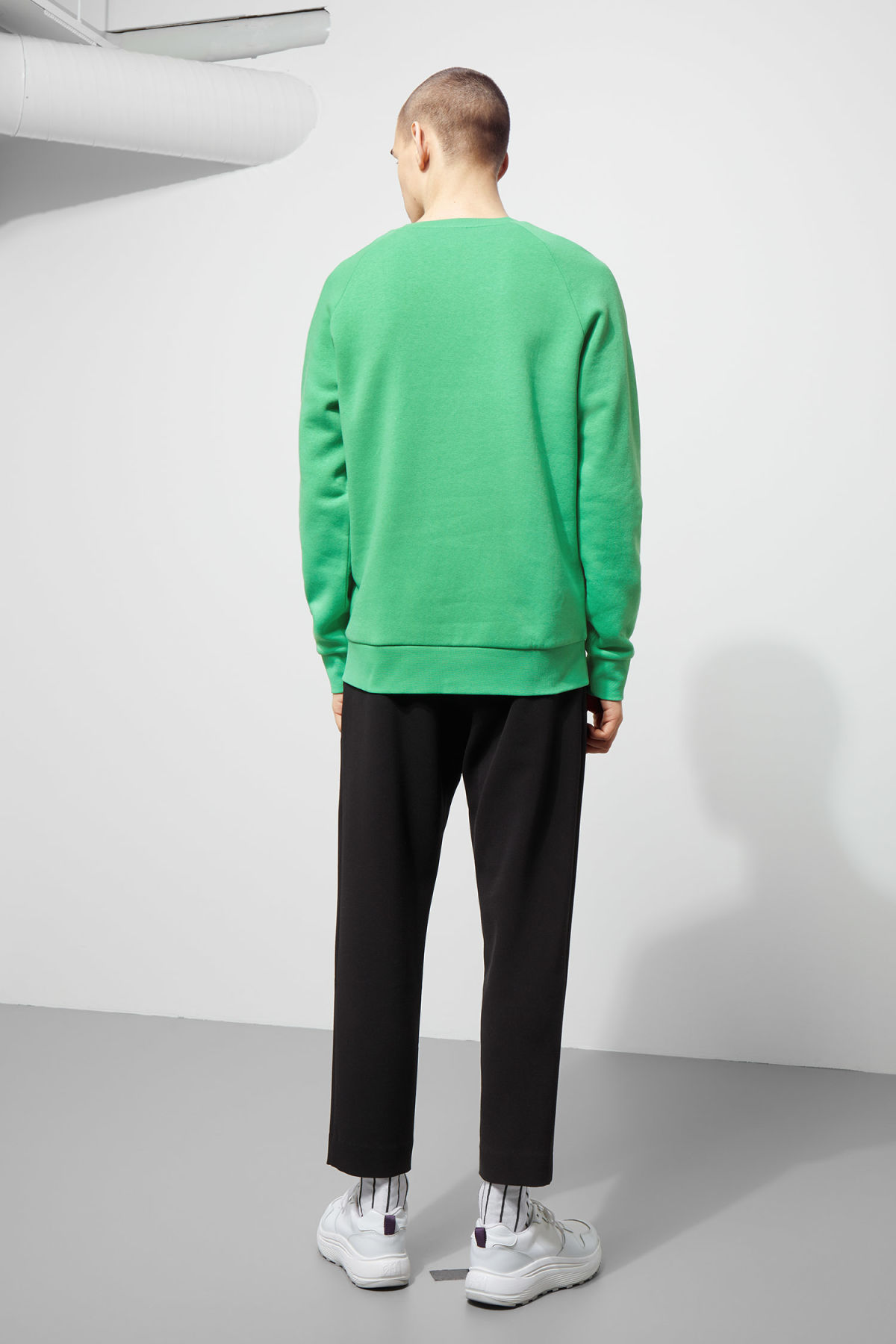 Model back image of Weekday paris sweatshirt in green