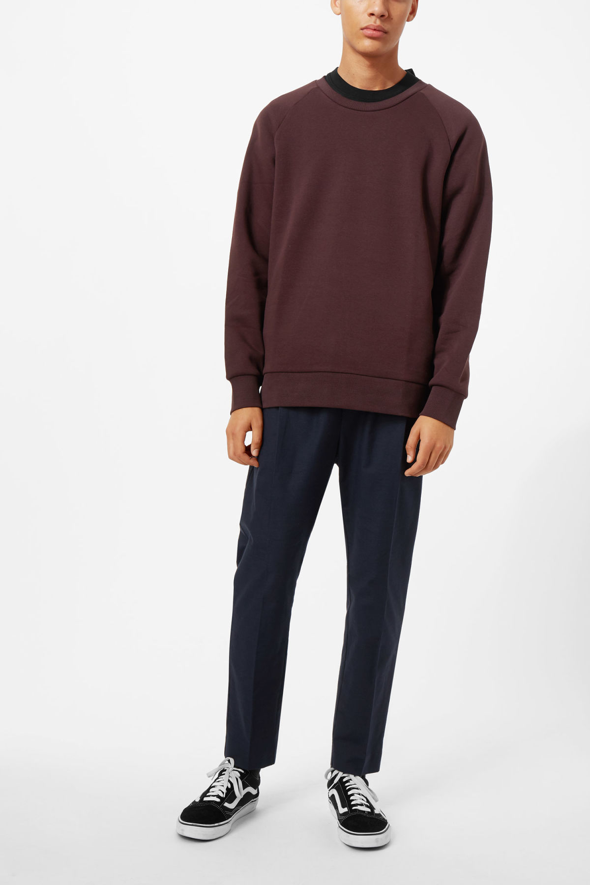 Model front image of Weekday paris sweatshirt in red