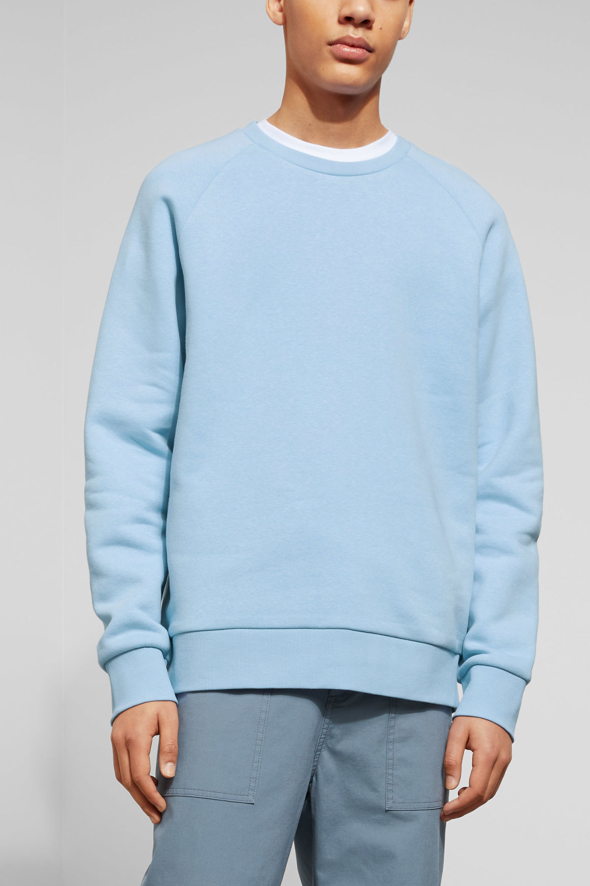 Model front image of Weekday paris sweatshirt in blue