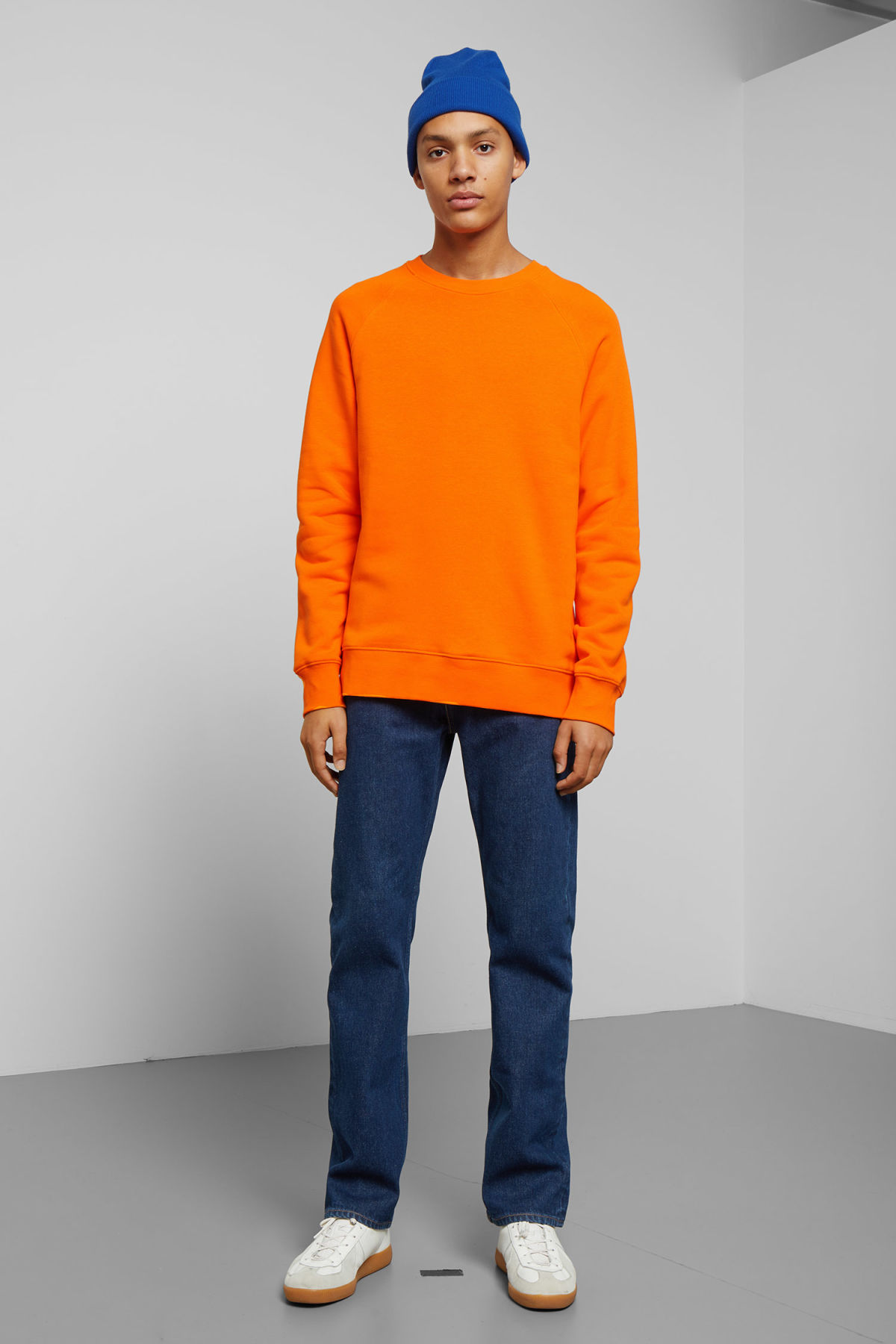 Model back image of Weekday paris sweatshirt in orange