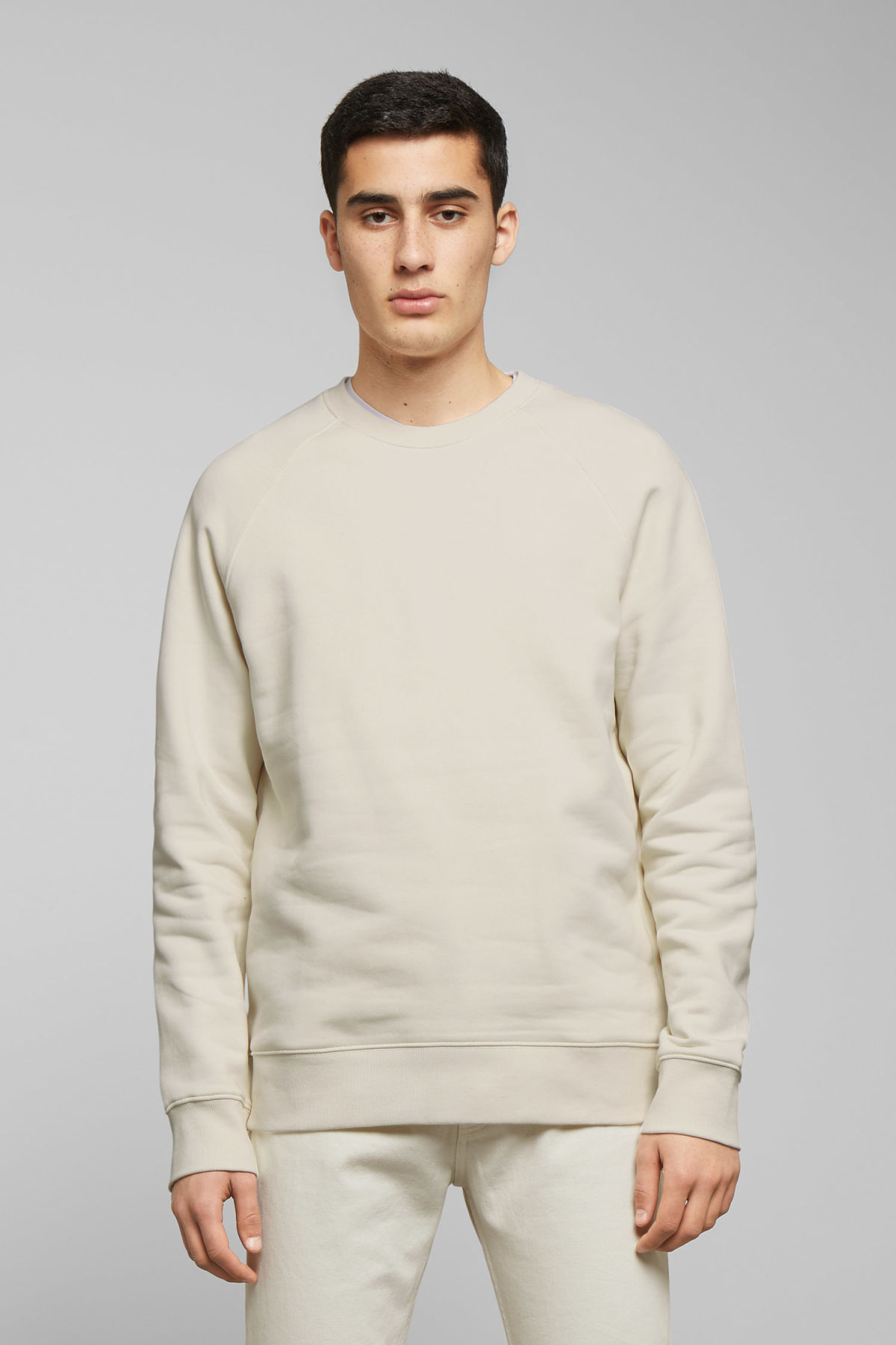 Model front image of Weekday paris sweatshirt in white