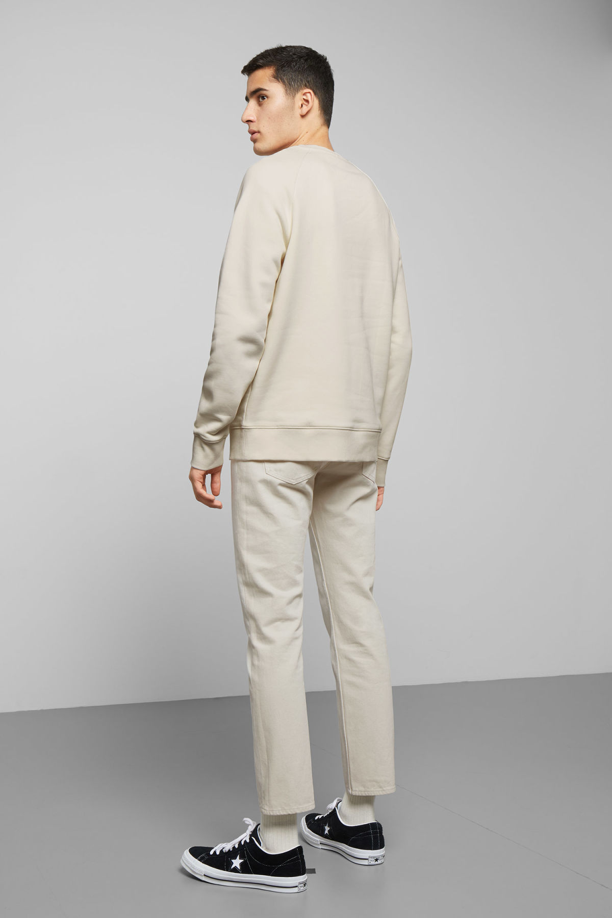 Model back image of Weekday paris sweatshirt in white