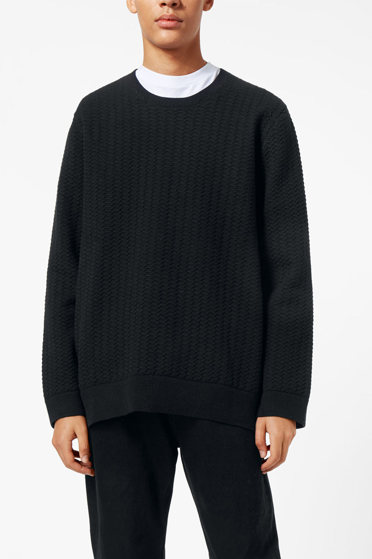 Model front image of Weekday john knit sweater in black