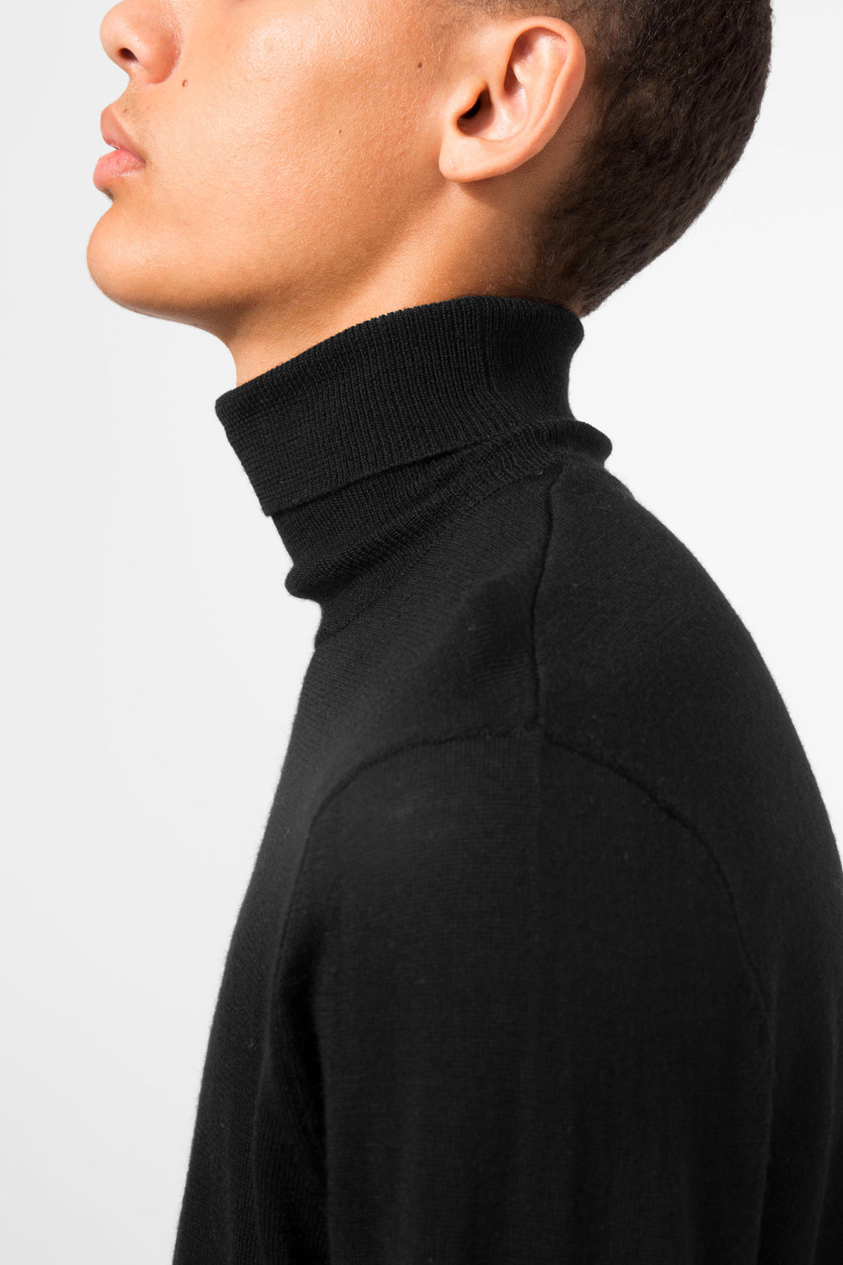 Model front image of Weekday connor turtleneck in black