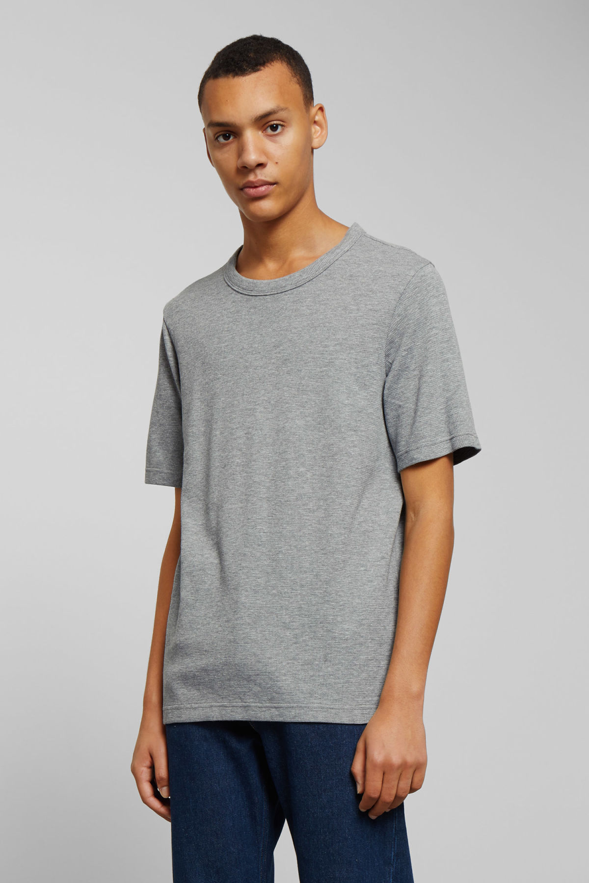 Model front image of Weekday grinko t-shirt in grey