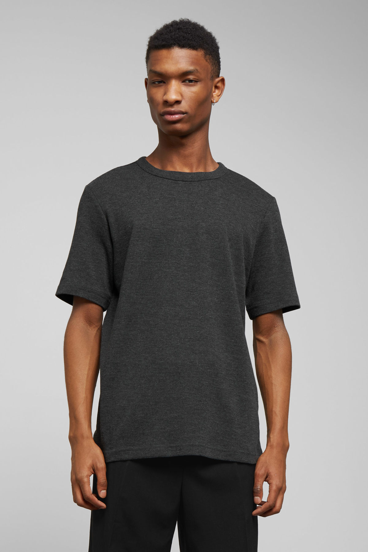 Model front image of Weekday grinko t-shirt in black
