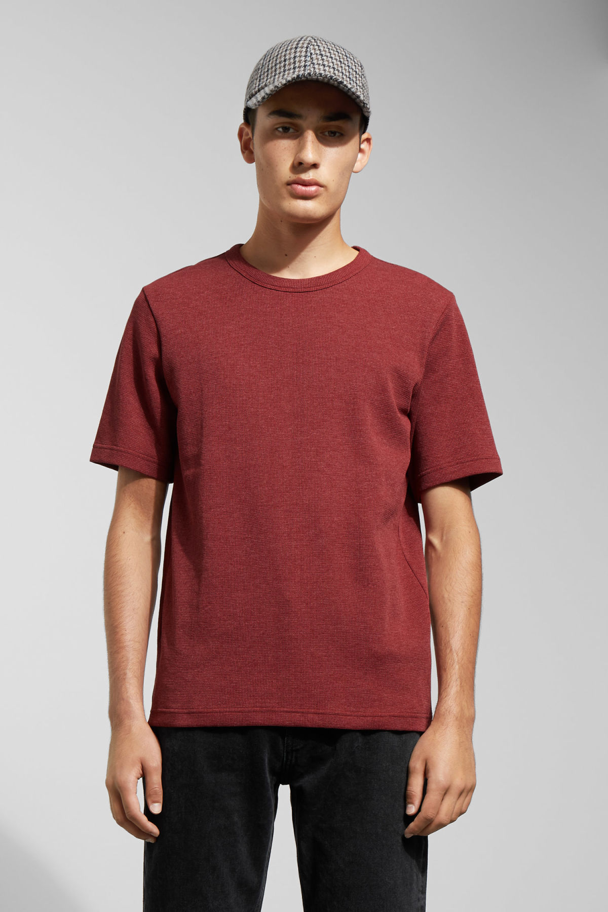 Model front image of Weekday grinko t-shirt in red