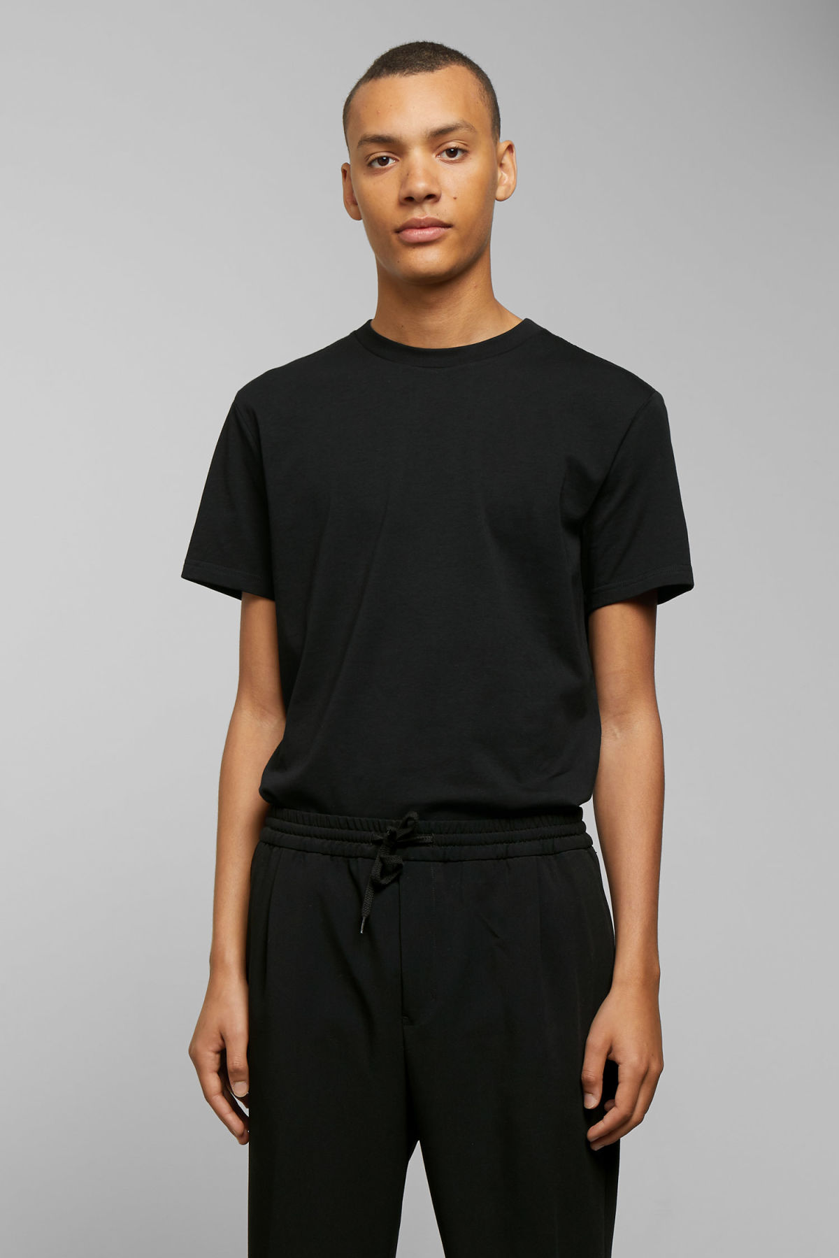 Model front image of Weekday alan t-shirt in black