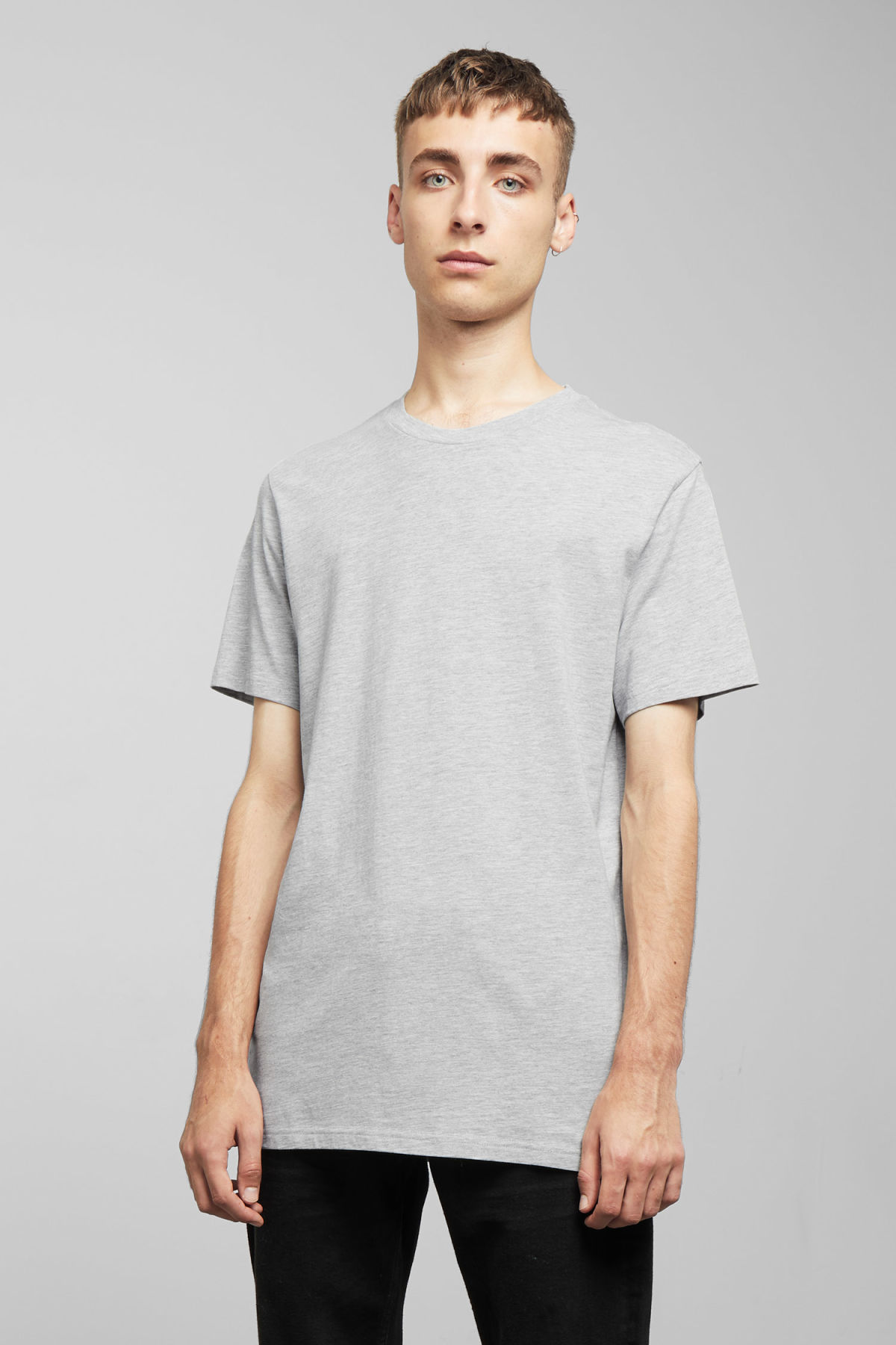 Model front image of Weekday alan t-shirt in grey