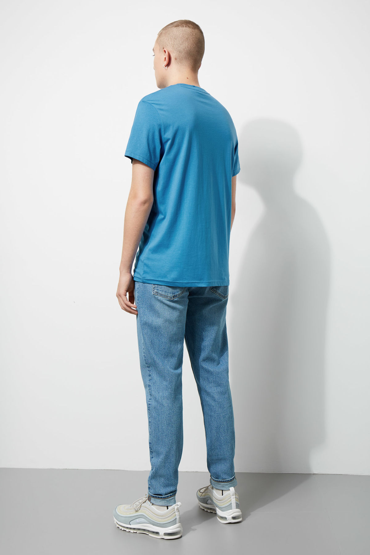 Model back image of Weekday alan t-shirt in blue