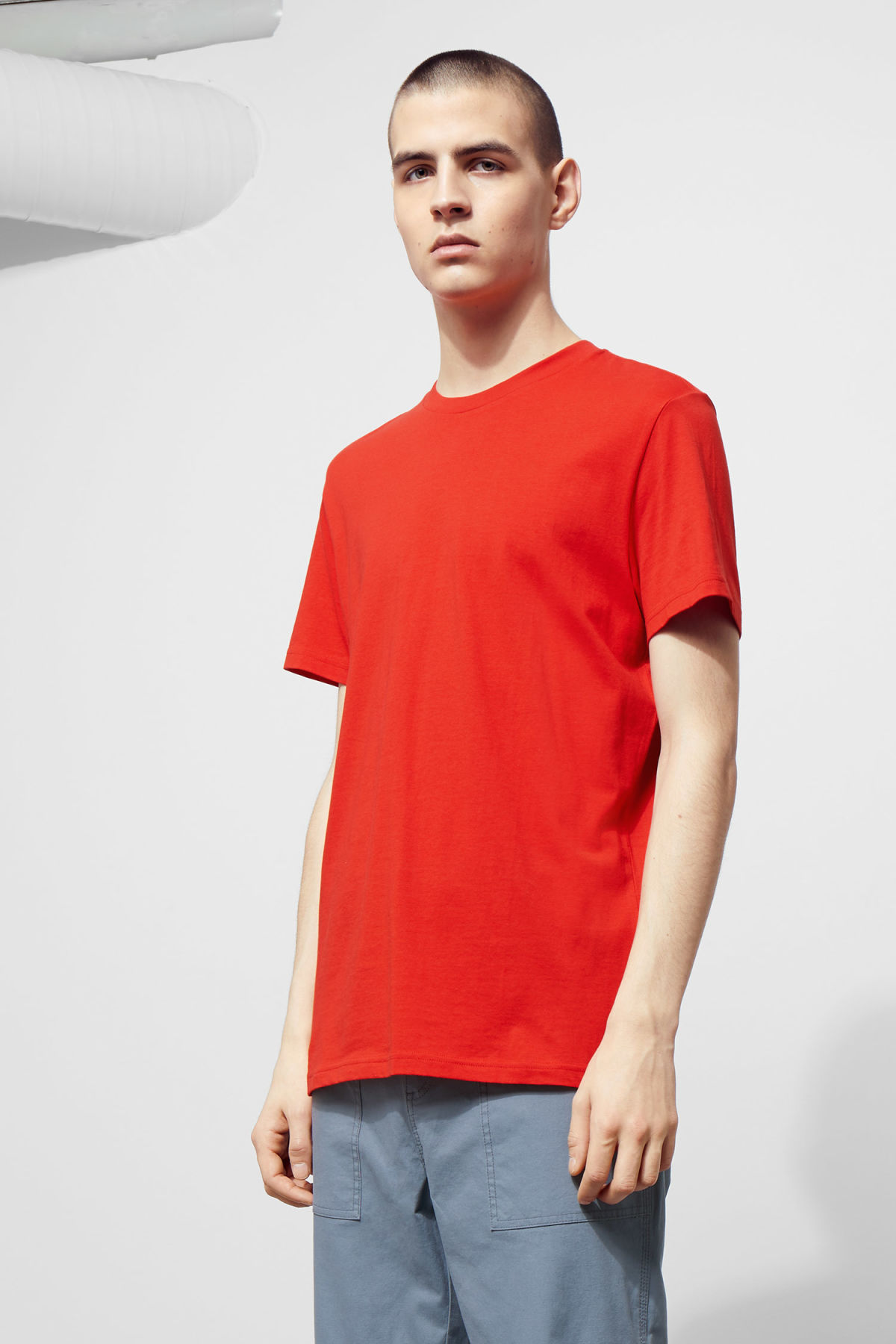 Model front image of Weekday alan t-shirt in red
